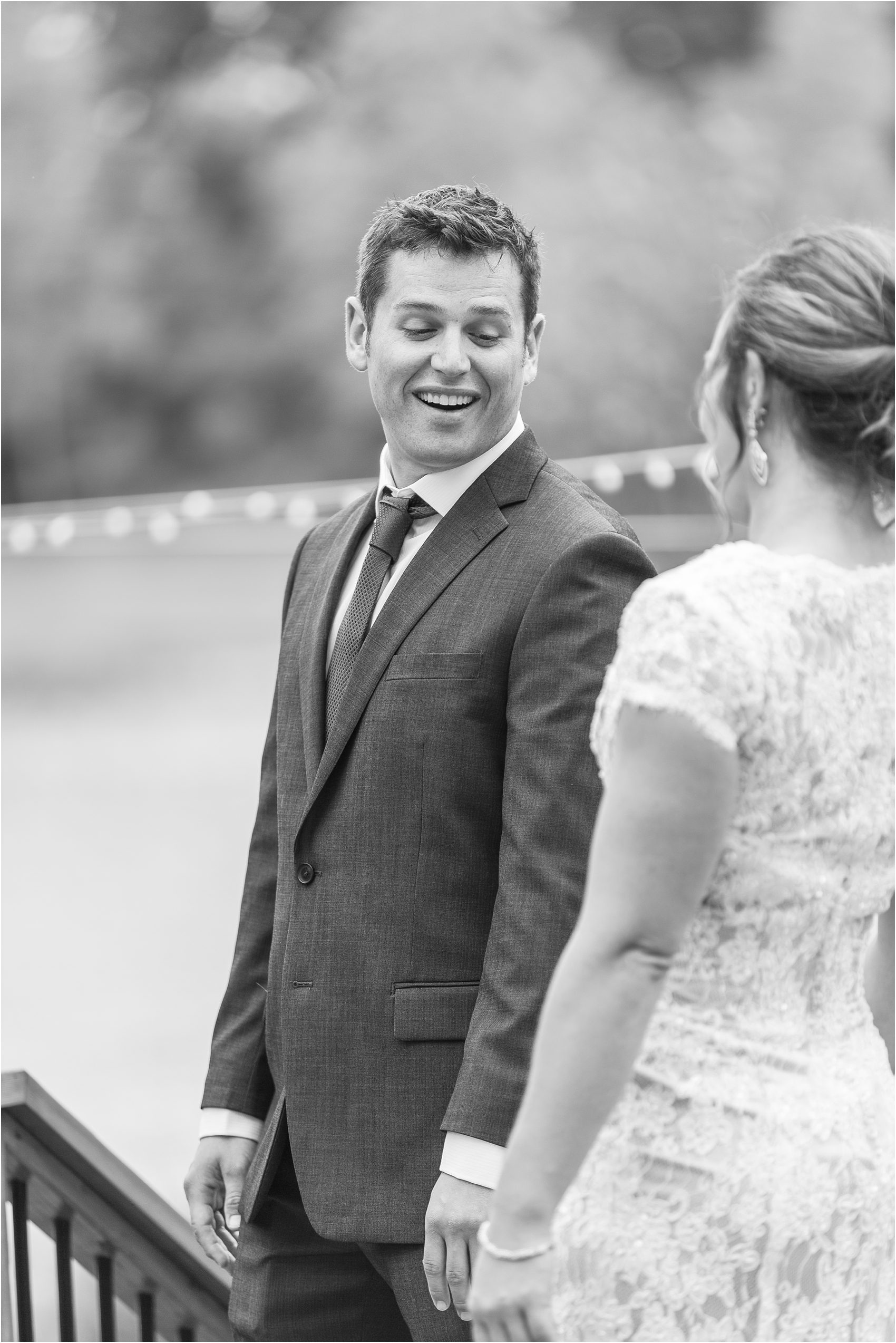 romantic-intimate-backyard-wedding-photos-at-private-estate-in-ann-arbor-mi-by-courtney-carolyn-photography_0023.jpg