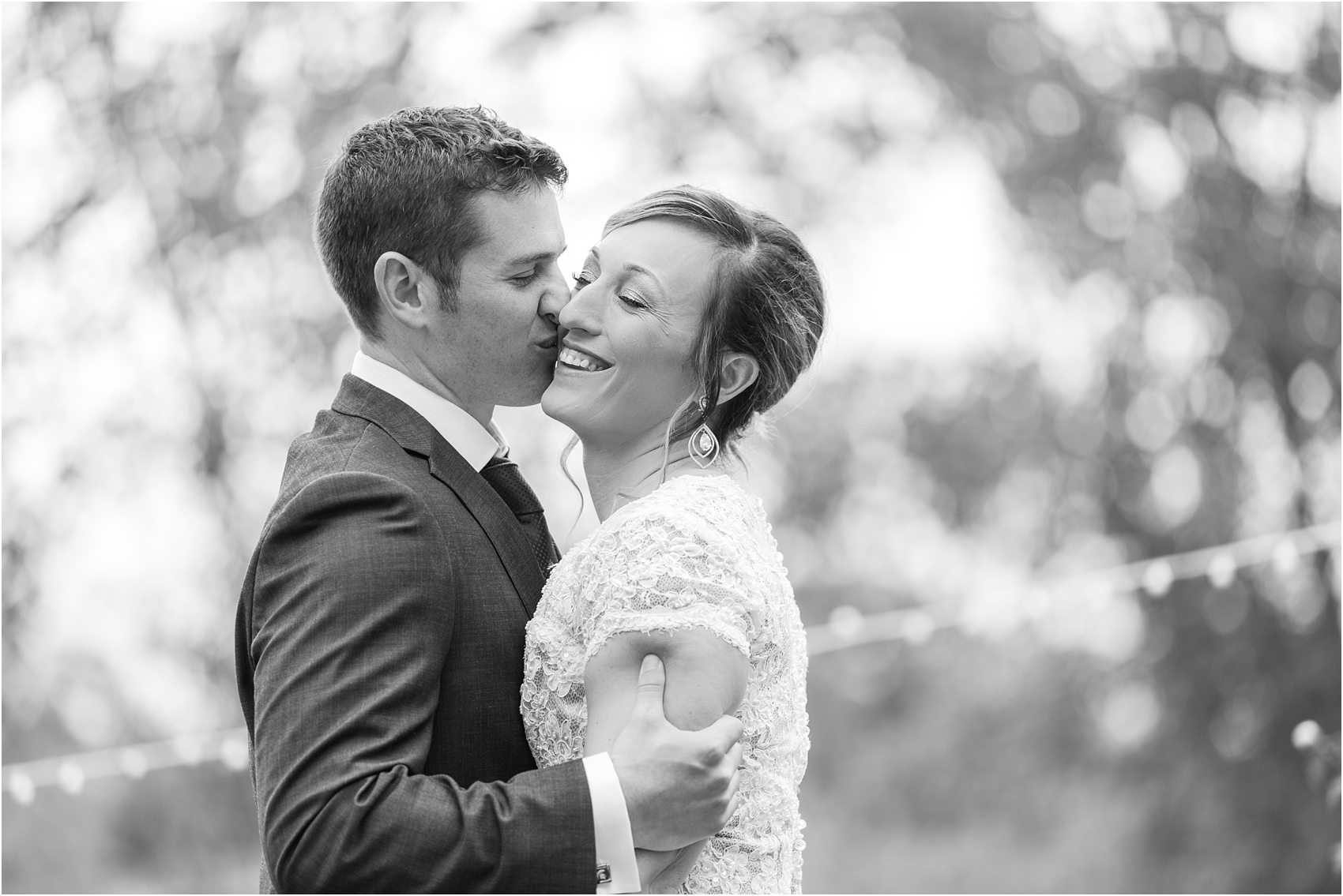 romantic-intimate-backyard-wedding-photos-at-private-estate-in-ann-arbor-mi-by-courtney-carolyn-photography_0027.jpg
