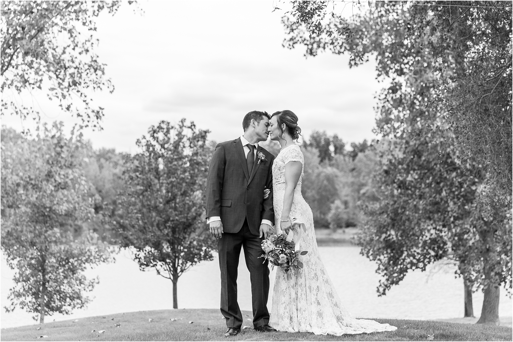 romantic-intimate-backyard-wedding-photos-at-private-estate-in-ann-arbor-mi-by-courtney-carolyn-photography_0043.jpg