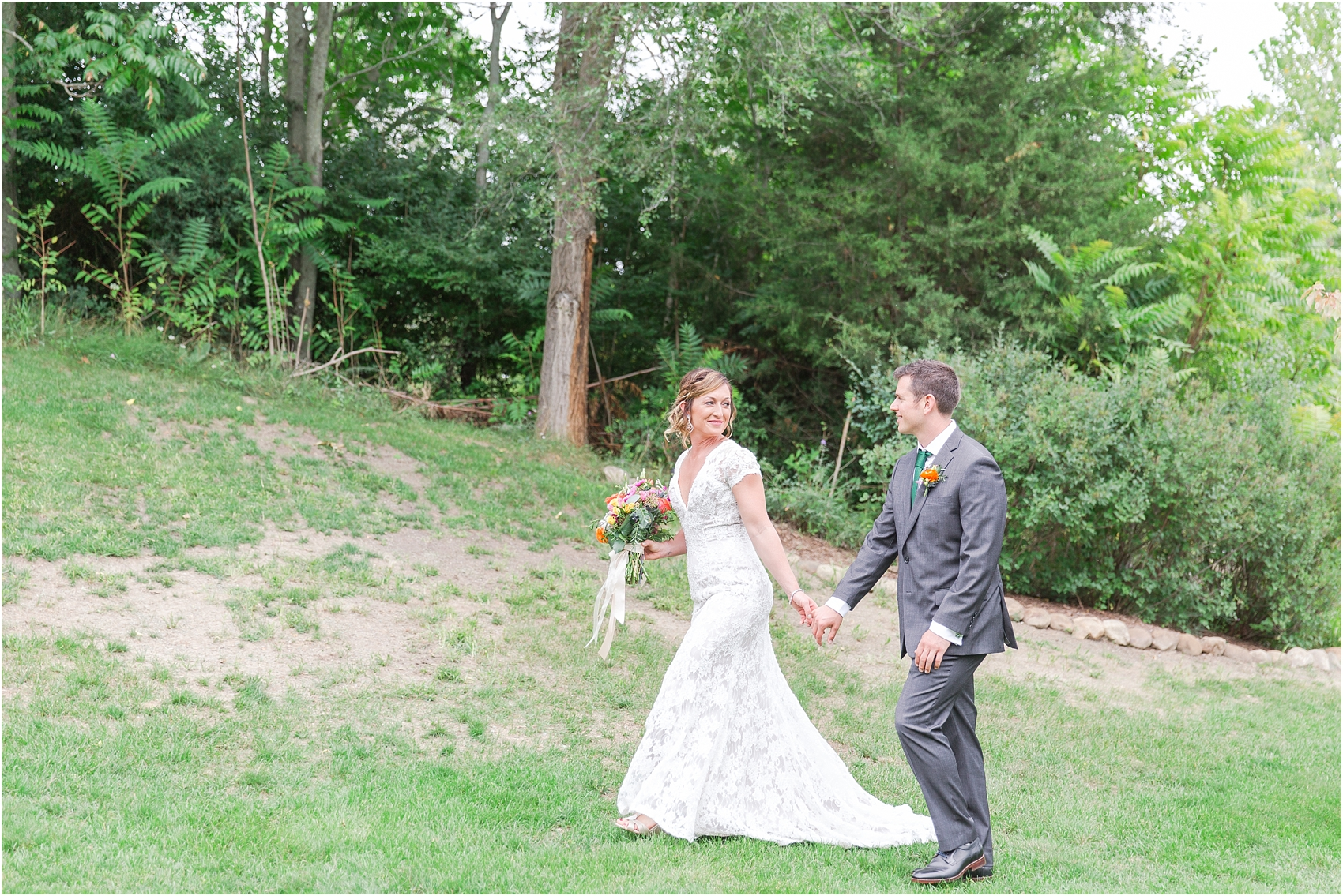 romantic-intimate-backyard-wedding-photos-at-private-estate-in-ann-arbor-mi-by-courtney-carolyn-photography_0046.jpg