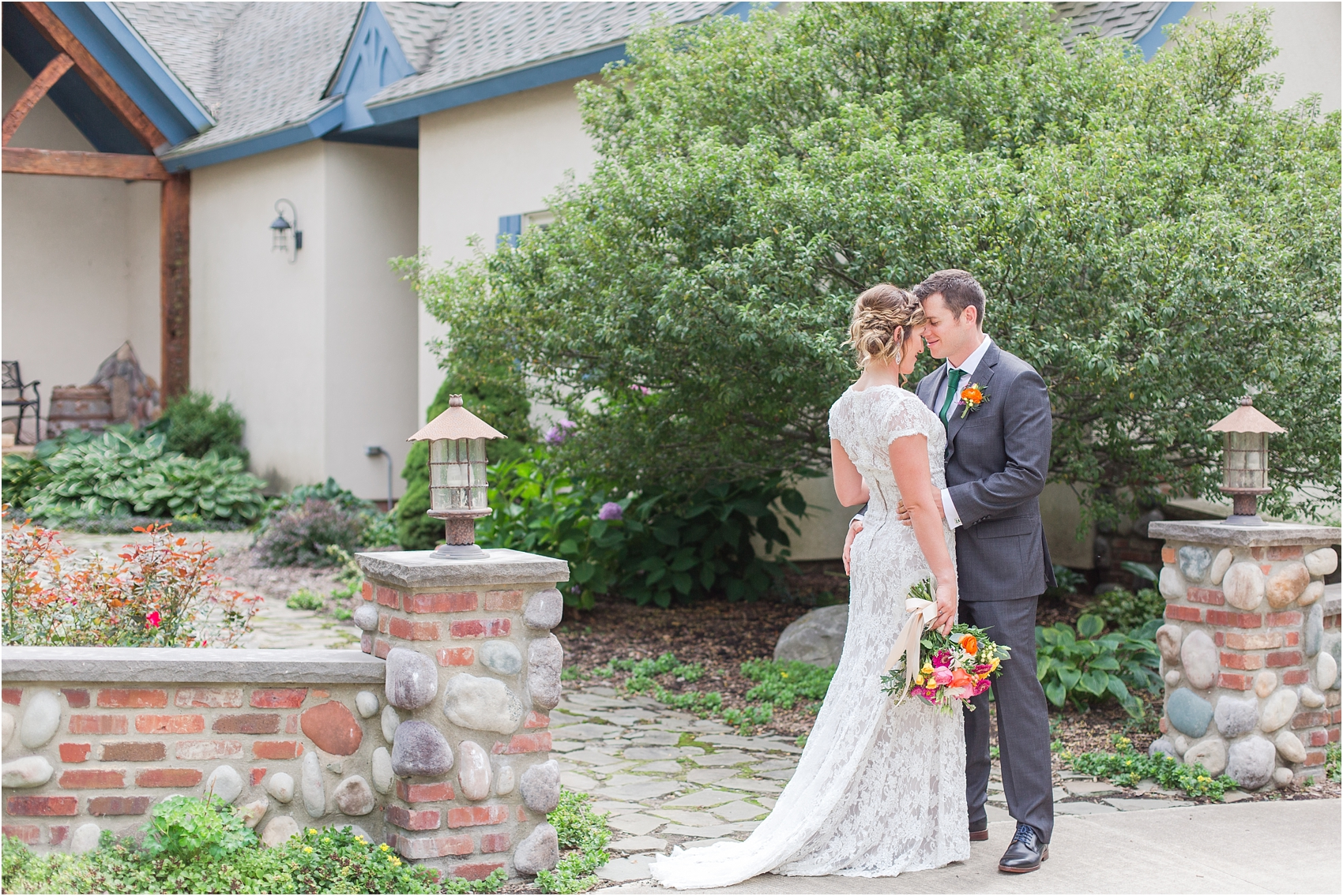 romantic-intimate-backyard-wedding-photos-at-private-estate-in-ann-arbor-mi-by-courtney-carolyn-photography_0051.jpg