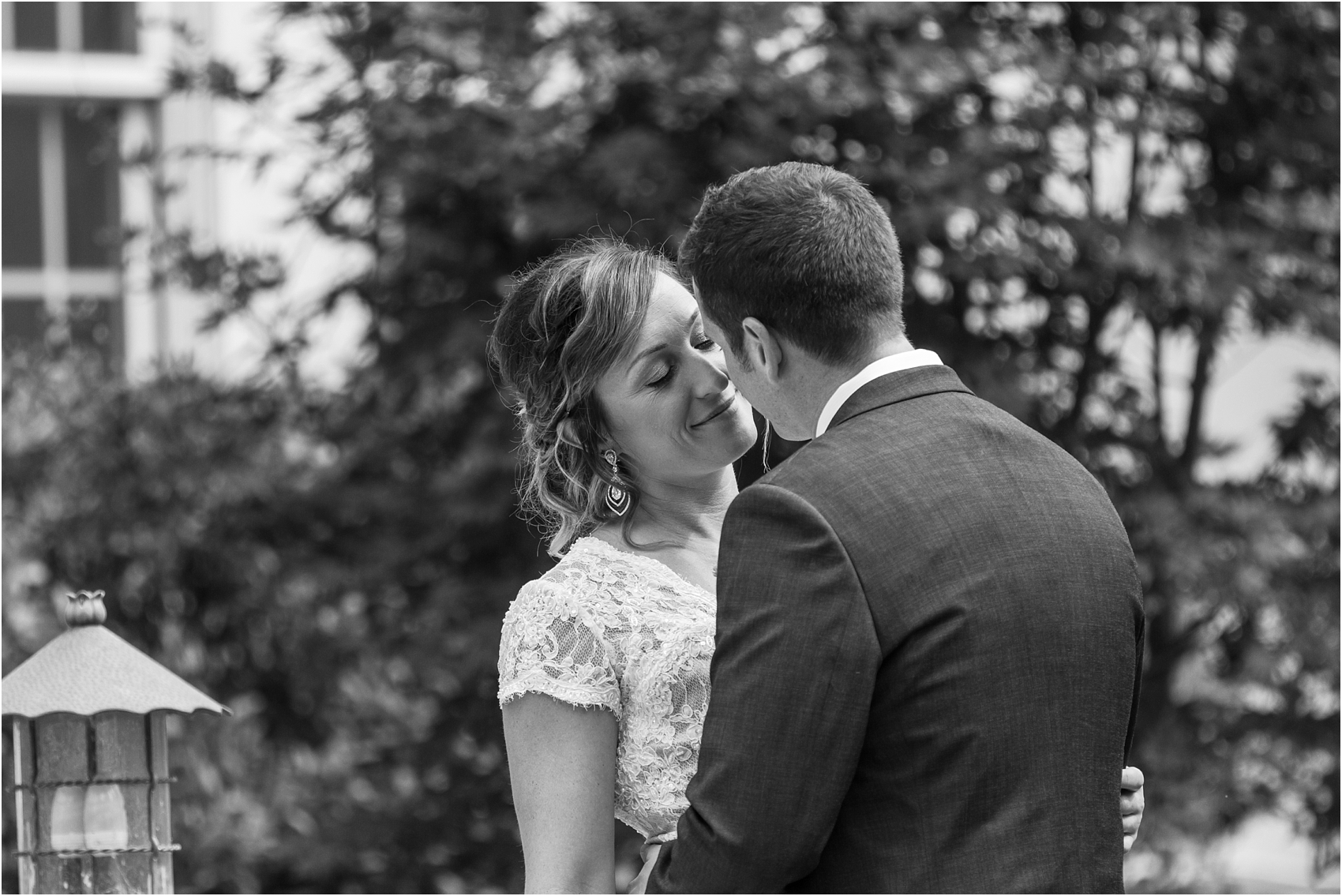 romantic-intimate-backyard-wedding-photos-at-private-estate-in-ann-arbor-mi-by-courtney-carolyn-photography_0066.jpg