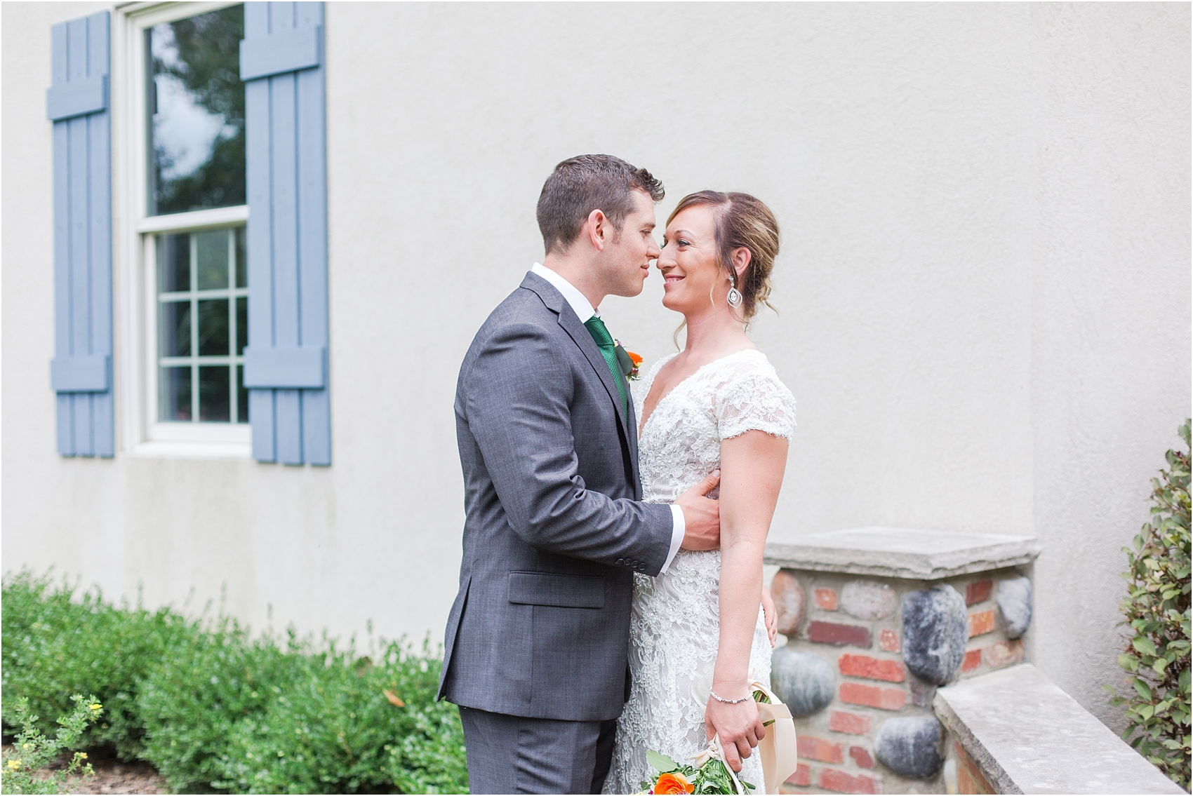 romantic-intimate-backyard-wedding-photos-at-private-estate-in-ann-arbor-mi-by-courtney-carolyn-photography_0069.jpg