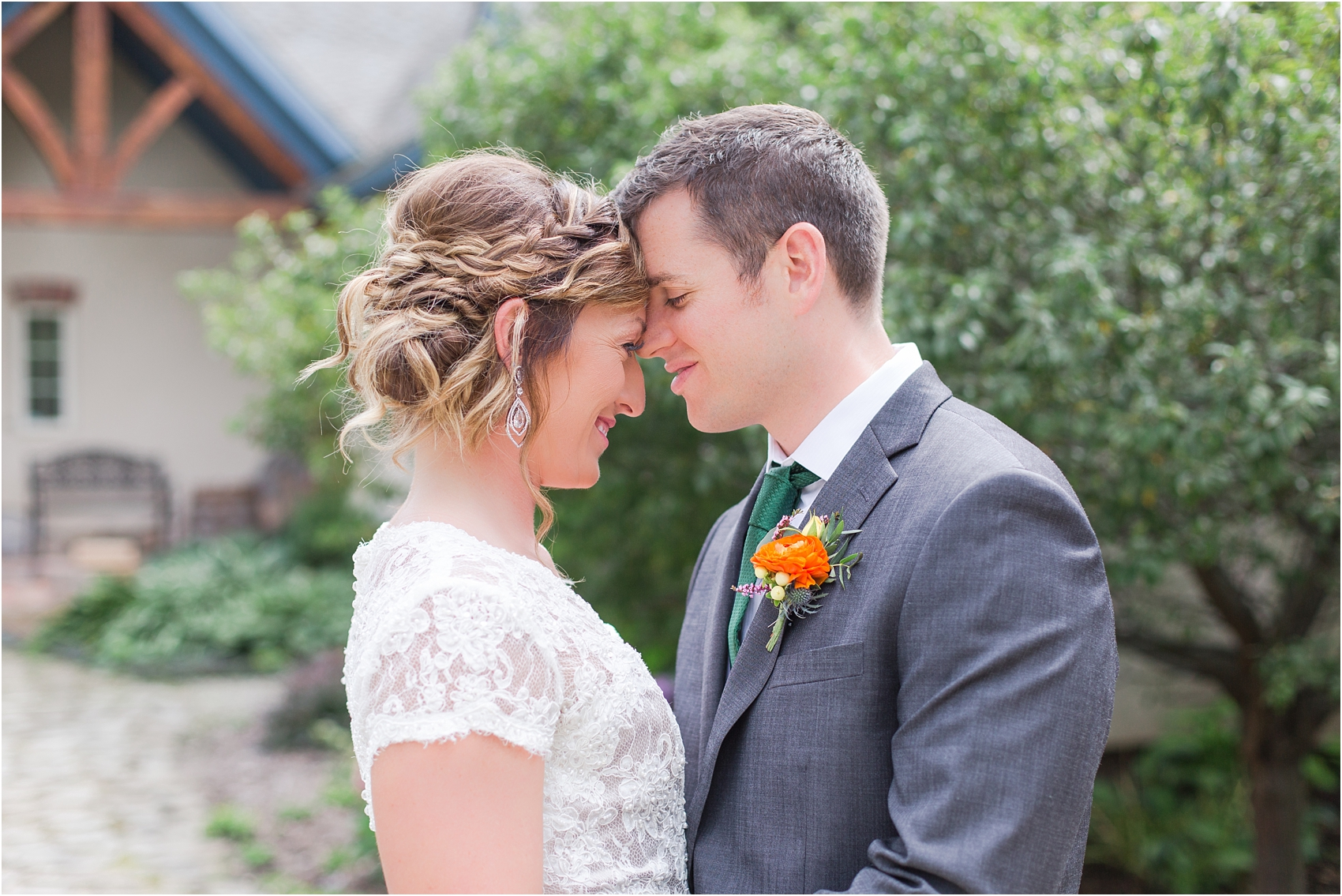 romantic-intimate-backyard-wedding-photos-at-private-estate-in-ann-arbor-mi-by-courtney-carolyn-photography_0077.jpg
