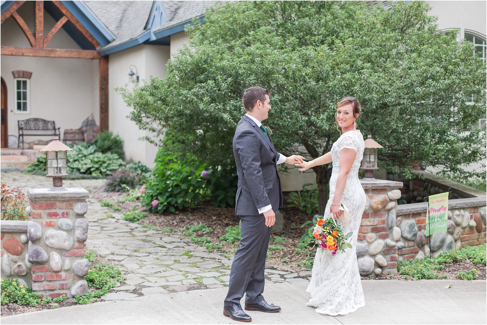 romantic-intimate-backyard-wedding-photos-at-private-estate-in-ann-arbor-mi-by-courtney-carolyn-photography_0081.jpg