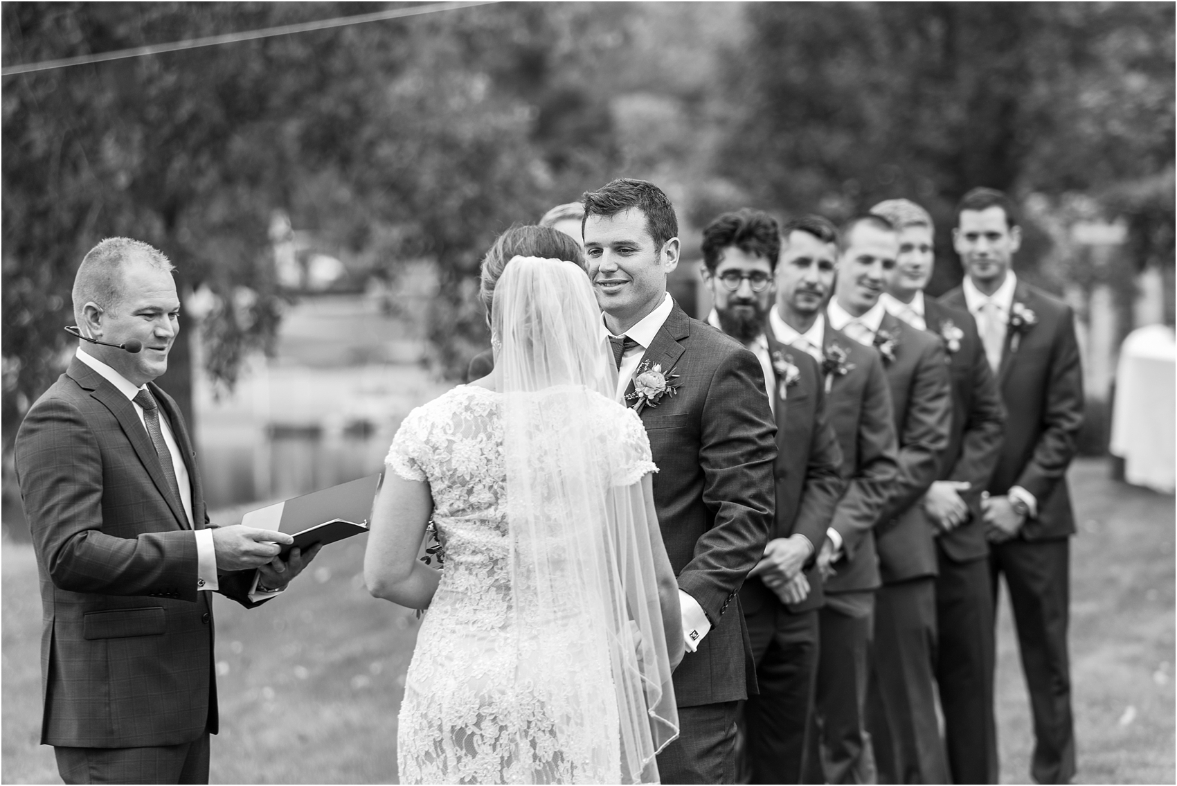 romantic-intimate-backyard-wedding-photos-at-private-estate-in-ann-arbor-mi-by-courtney-carolyn-photography_0092.jpg