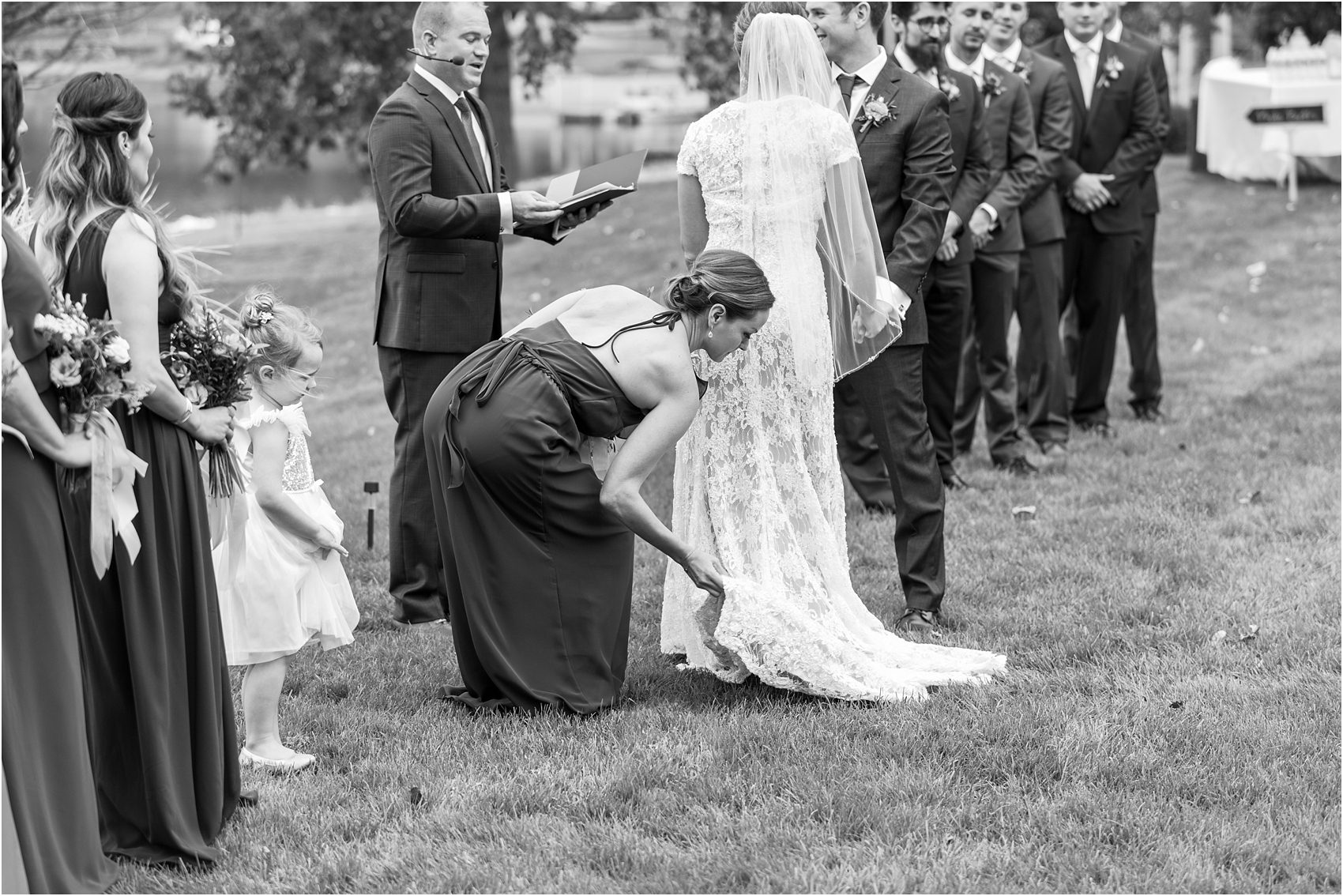 romantic-intimate-backyard-wedding-photos-at-private-estate-in-ann-arbor-mi-by-courtney-carolyn-photography_0093.jpg