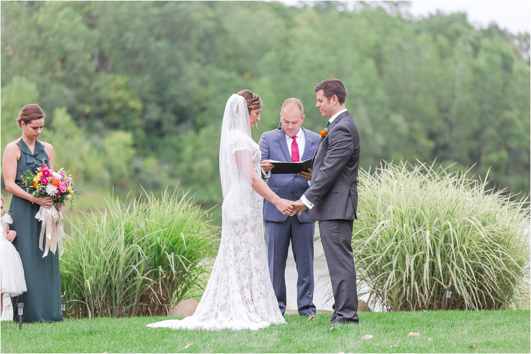 romantic-intimate-backyard-wedding-photos-at-private-estate-in-ann-arbor-mi-by-courtney-carolyn-photography_0097.jpg
