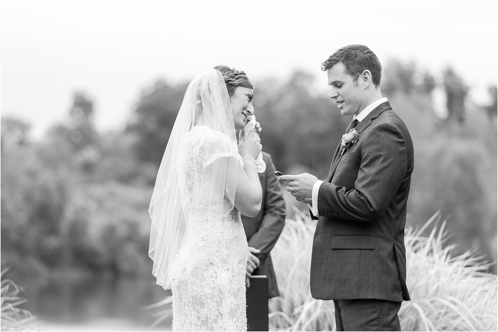 romantic-intimate-backyard-wedding-photos-at-private-estate-in-ann-arbor-mi-by-courtney-carolyn-photography_0103.jpg