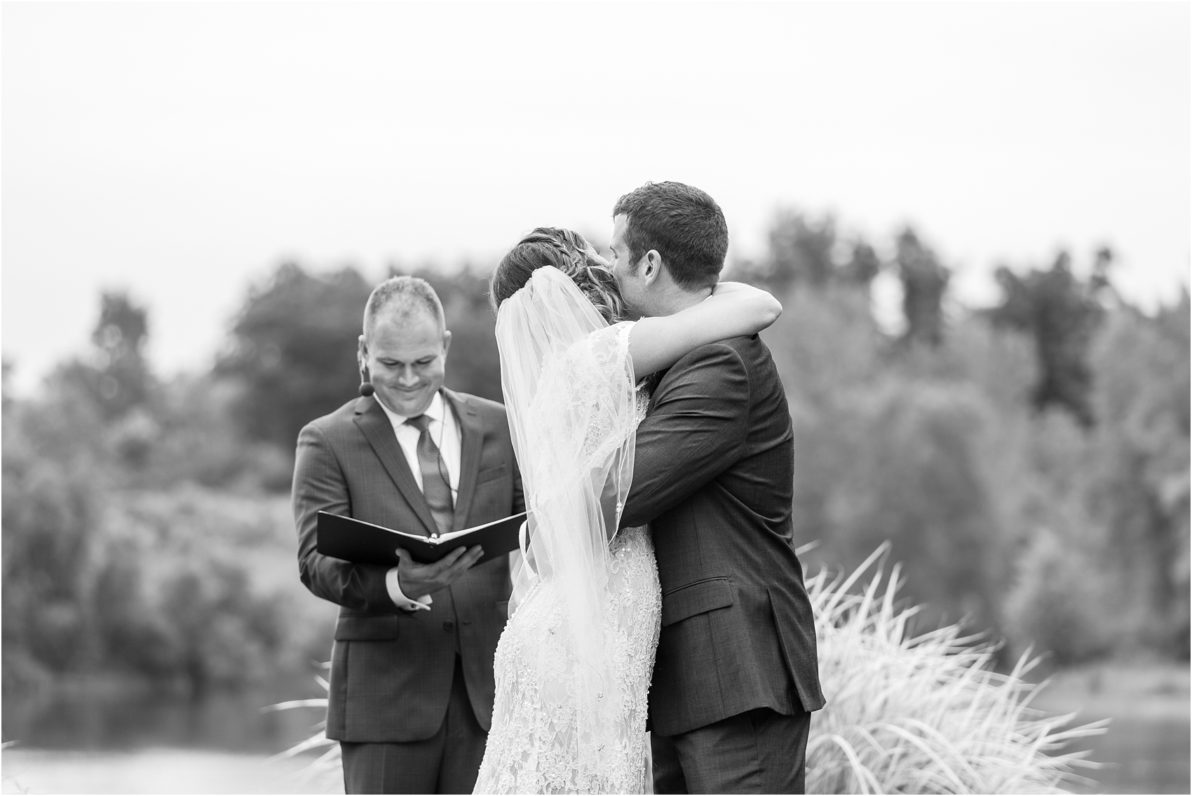 romantic-intimate-backyard-wedding-photos-at-private-estate-in-ann-arbor-mi-by-courtney-carolyn-photography_0107.jpg