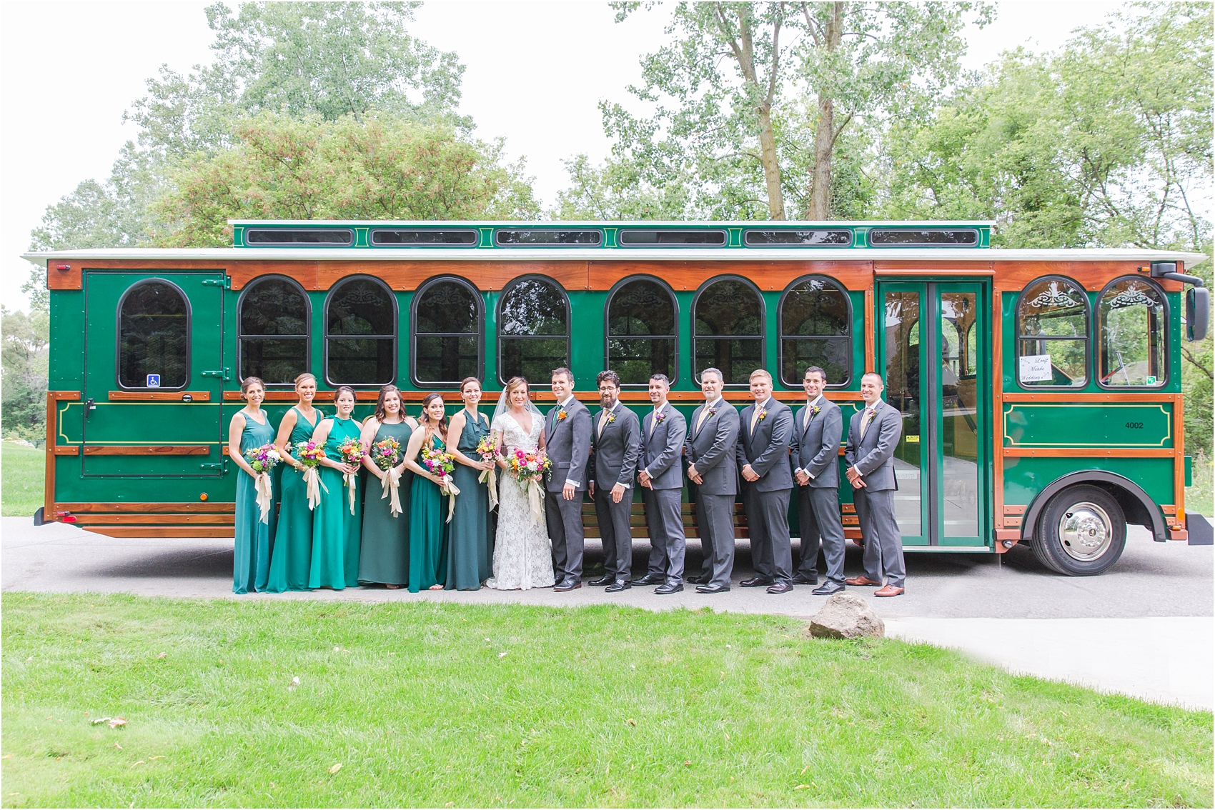 romantic-intimate-backyard-wedding-photos-at-private-estate-in-ann-arbor-mi-by-courtney-carolyn-photography_0124.jpg