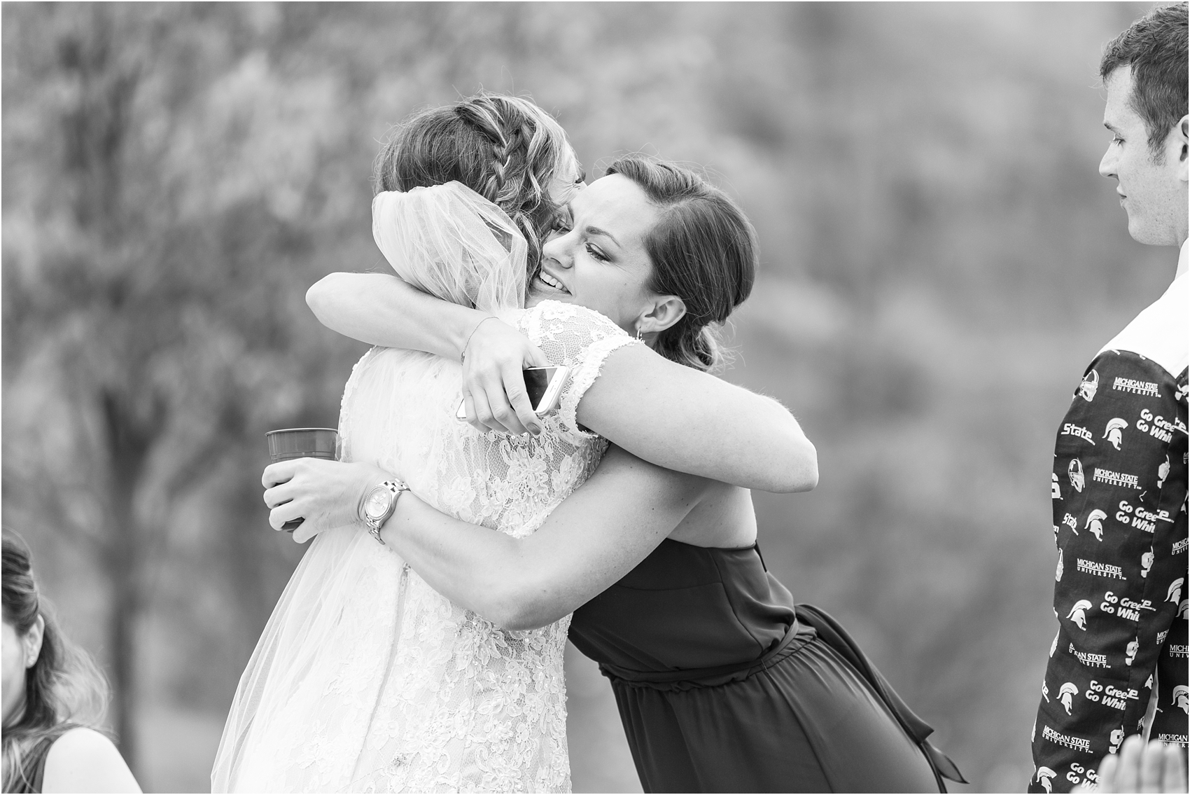 romantic-intimate-backyard-wedding-photos-at-private-estate-in-ann-arbor-mi-by-courtney-carolyn-photography_0134.jpg