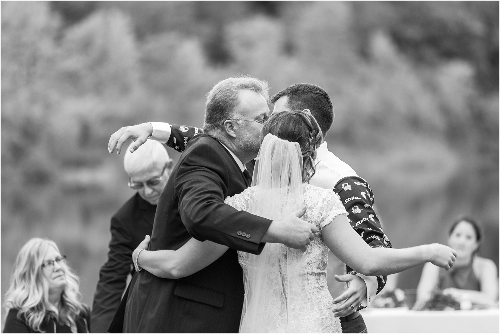 romantic-intimate-backyard-wedding-photos-at-private-estate-in-ann-arbor-mi-by-courtney-carolyn-photography_0136.jpg