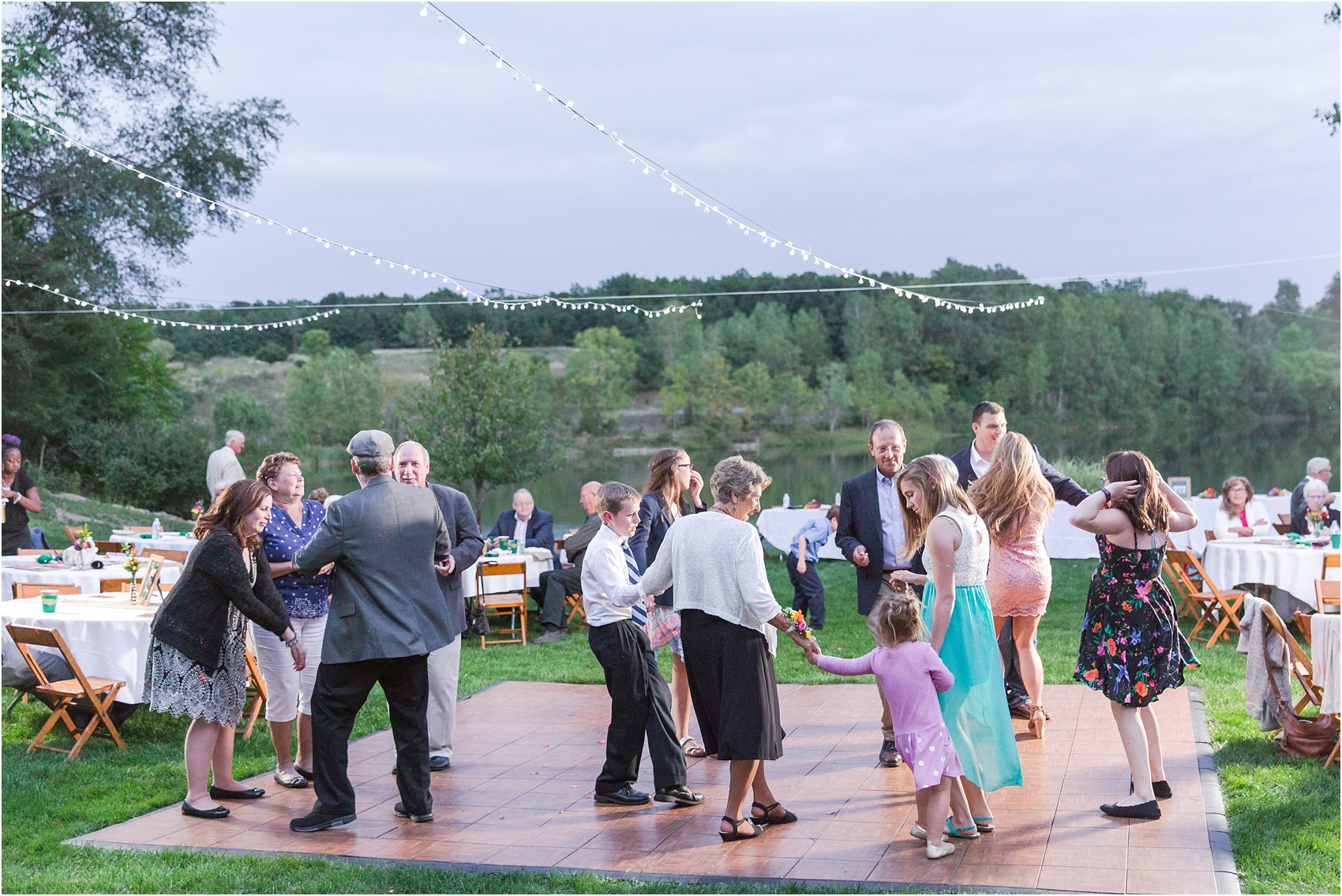 romantic-intimate-backyard-wedding-photos-at-private-estate-in-ann-arbor-mi-by-courtney-carolyn-photography_0150.jpg