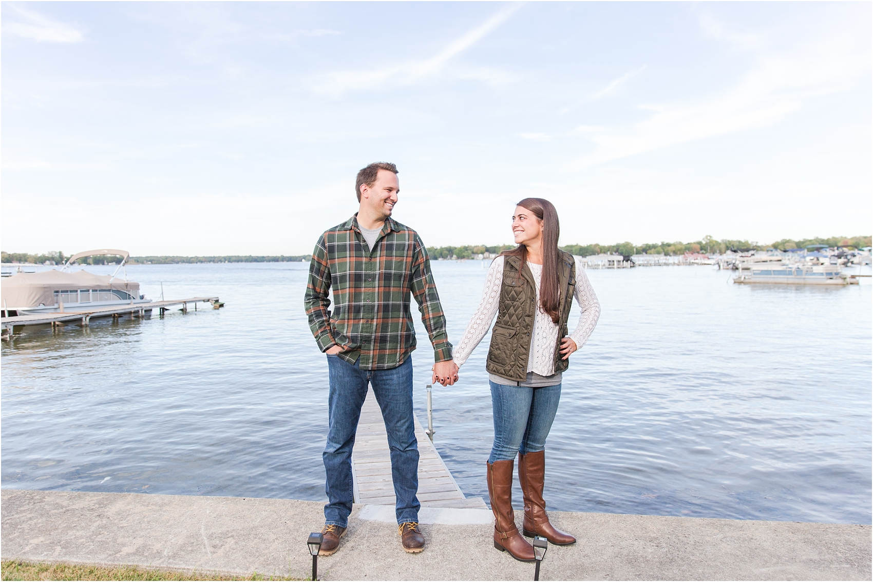 relaxed-autumn-engagement-photos-at-hudson-mills-metropark-in-dexter-mi-by-courtney-carolyn-photography_0003.jpg
