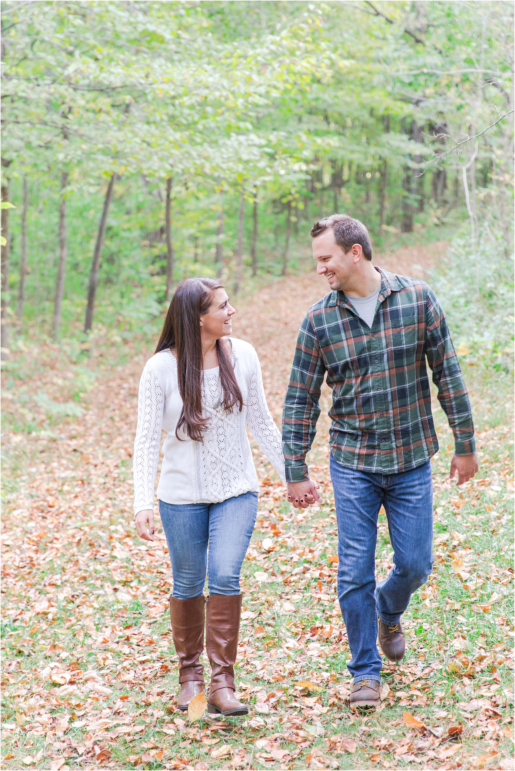 relaxed-autumn-engagement-photos-at-hudson-mills-metropark-in-dexter-mi-by-courtney-carolyn-photography_0008.jpg