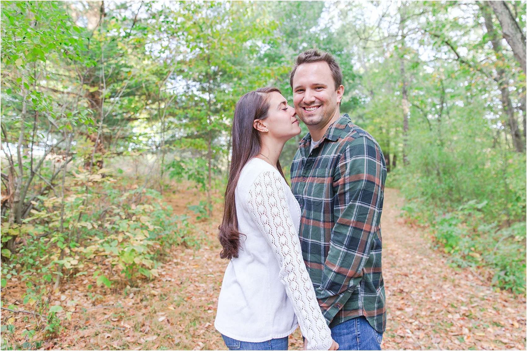 relaxed-autumn-engagement-photos-at-hudson-mills-metropark-in-dexter-mi-by-courtney-carolyn-photography_0025.jpg