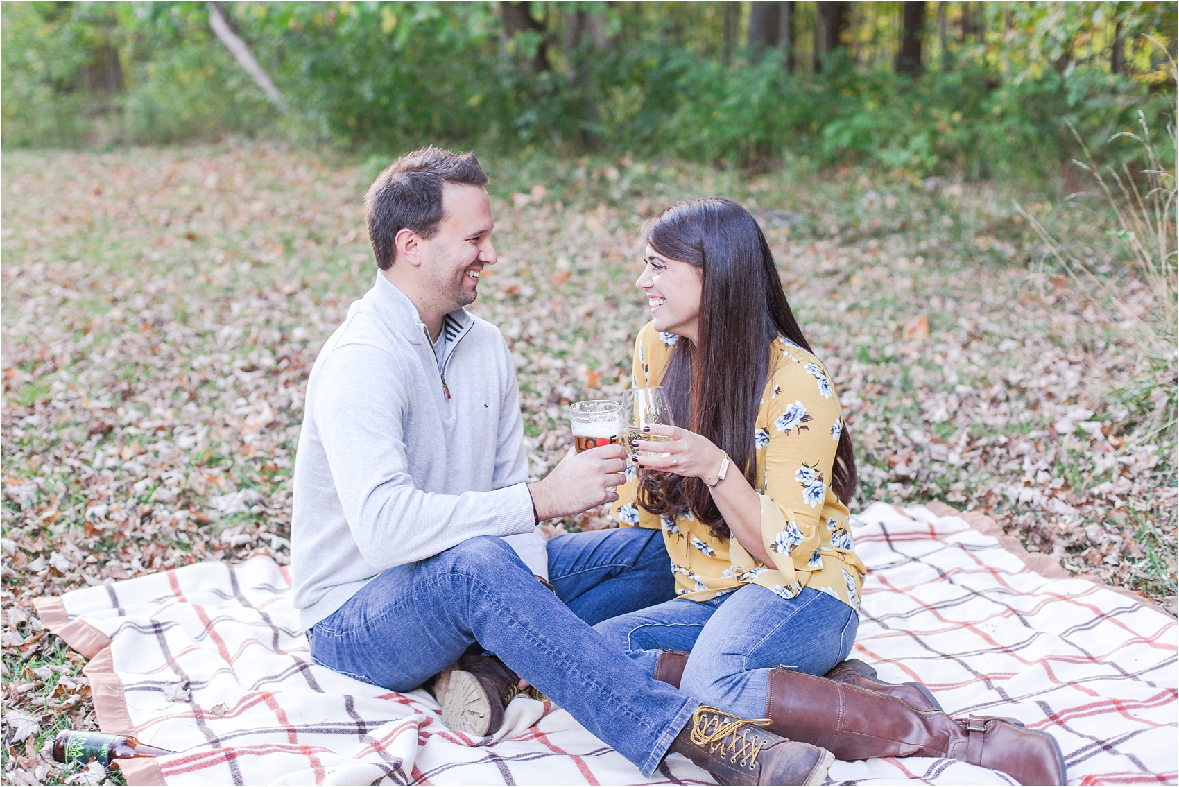 relaxed-autumn-engagement-photos-at-hudson-mills-metropark-in-dexter-mi-by-courtney-carolyn-photography_0028.jpg