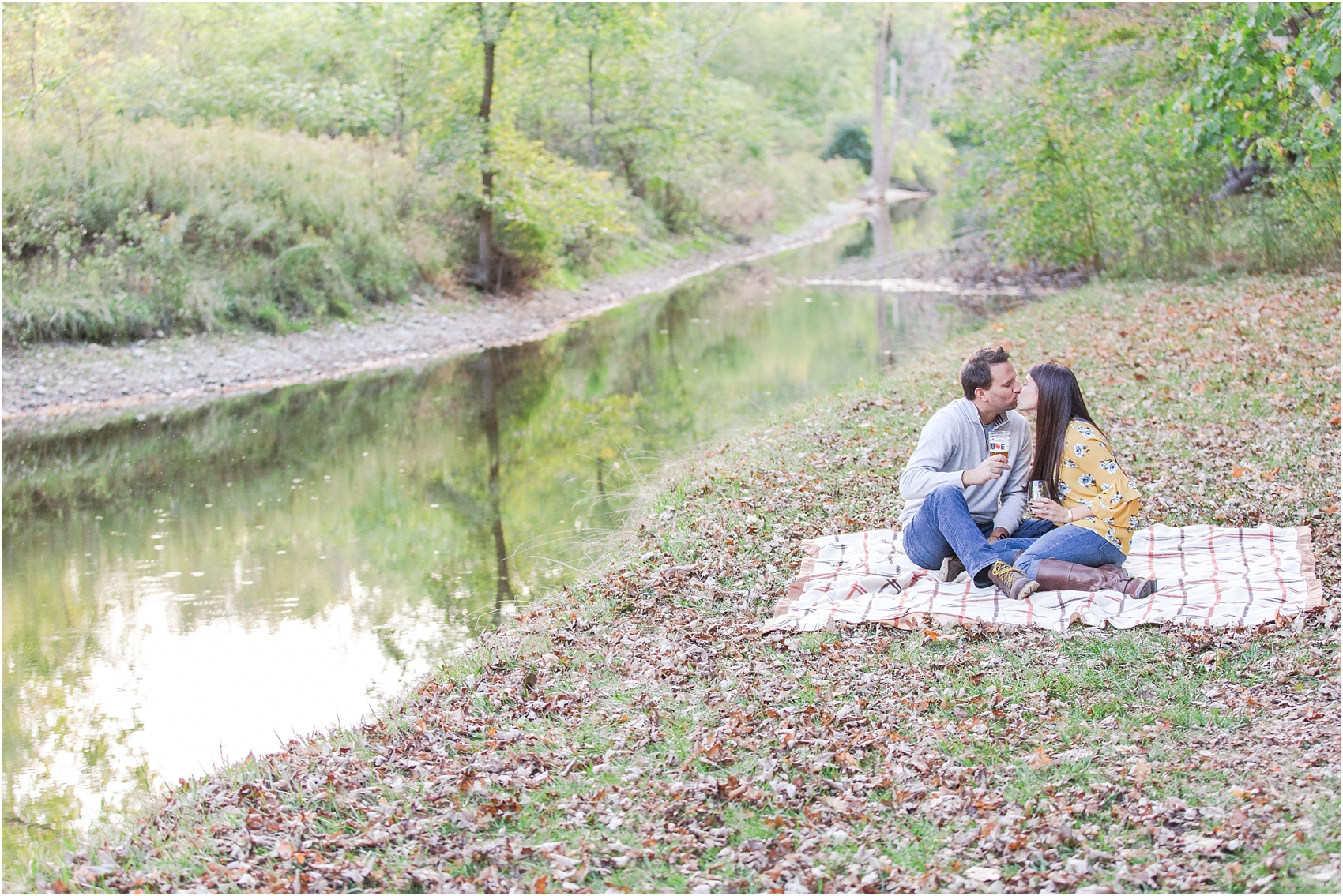 relaxed-autumn-engagement-photos-at-hudson-mills-metropark-in-dexter-mi-by-courtney-carolyn-photography_0030.jpg