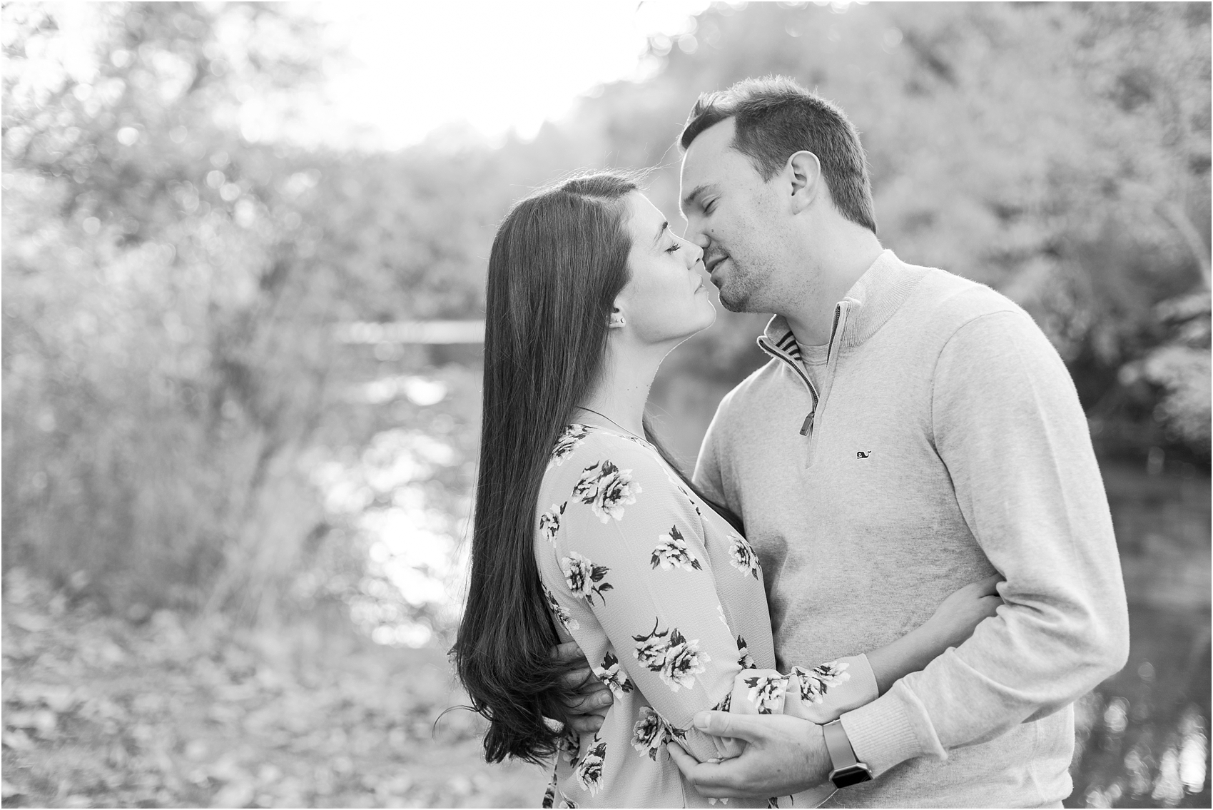 relaxed-autumn-engagement-photos-at-hudson-mills-metropark-in-dexter-mi-by-courtney-carolyn-photography_0042.jpg