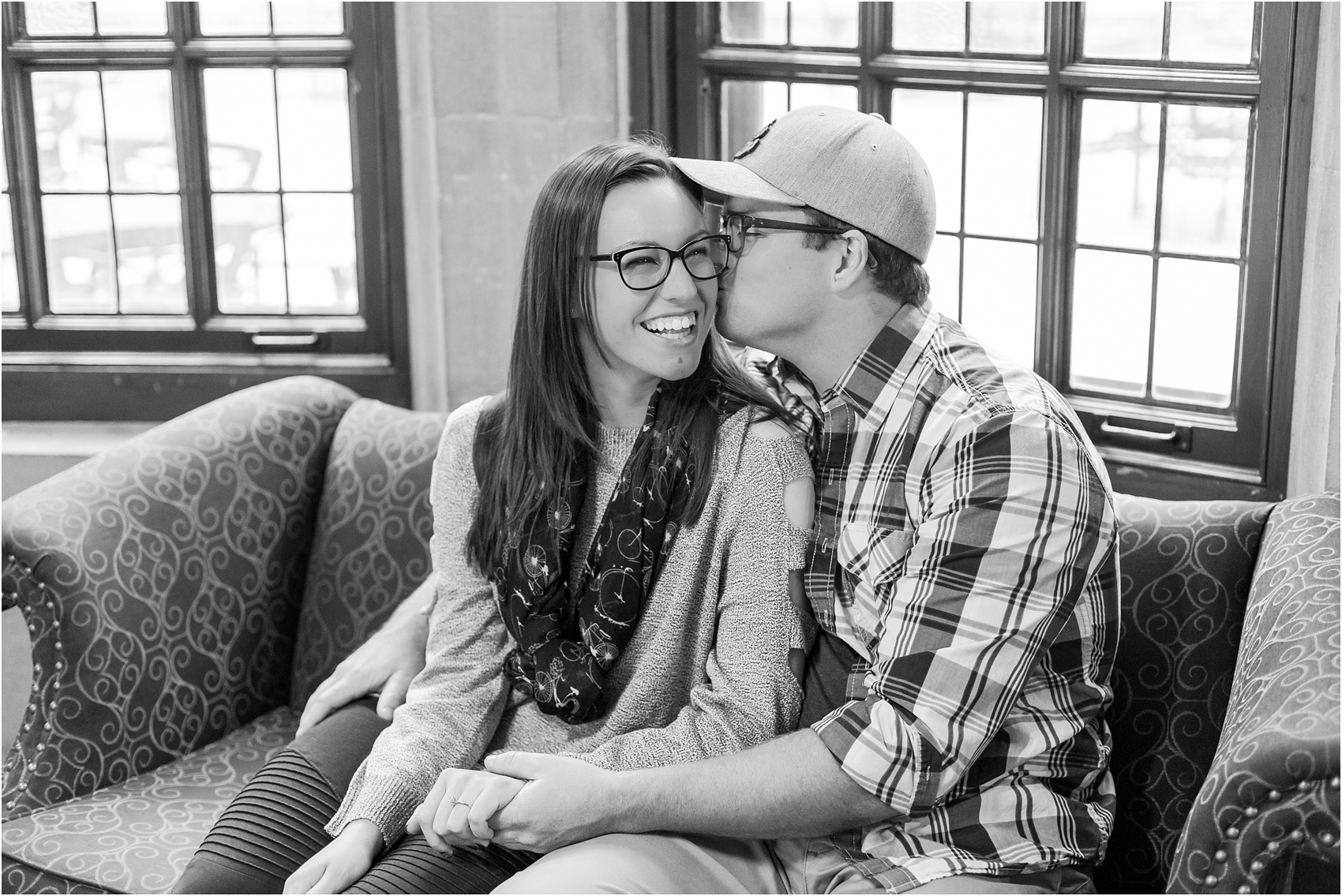 classic-fall-engagement-photos-at-the-university-of-michigan-in-ann-arbor-mi-by-courtney-carolyn-photography_0004.jpg