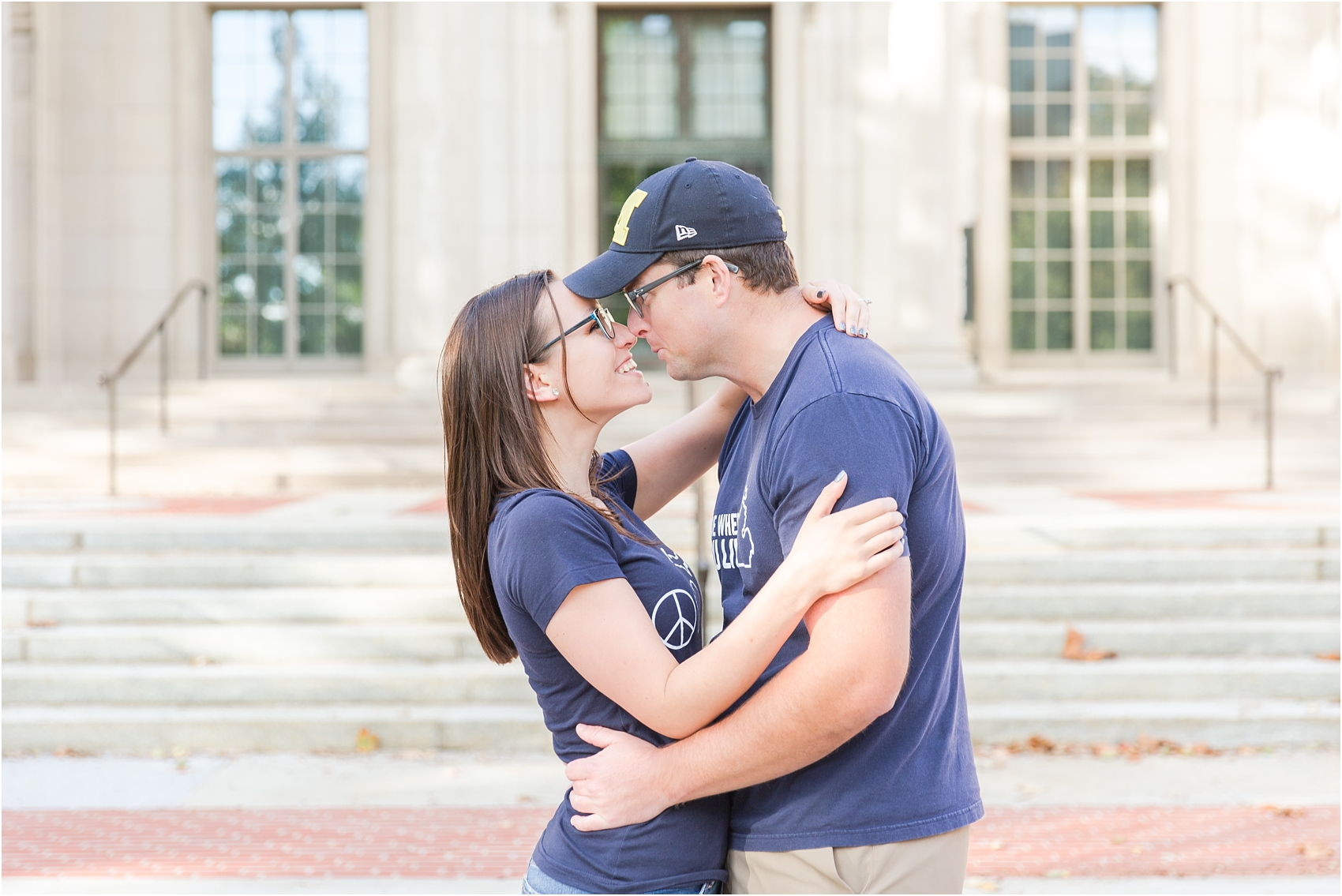 classic-fall-engagement-photos-at-the-university-of-michigan-in-ann-arbor-mi-by-courtney-carolyn-photography_0017.jpg