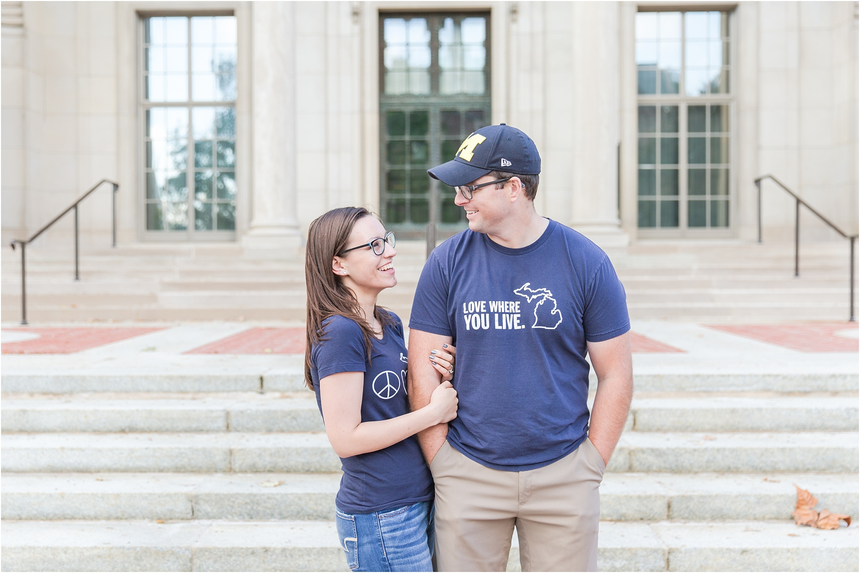 classic-fall-engagement-photos-at-the-university-of-michigan-in-ann-arbor-mi-by-courtney-carolyn-photography_0019.jpg