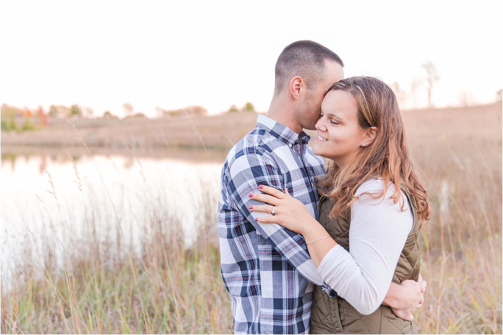 romantic-fall-engagement-photos-at-indian-springs-metropark-in-clarkston-mi-by-courtney-carolyn-photography_0001.jpg
