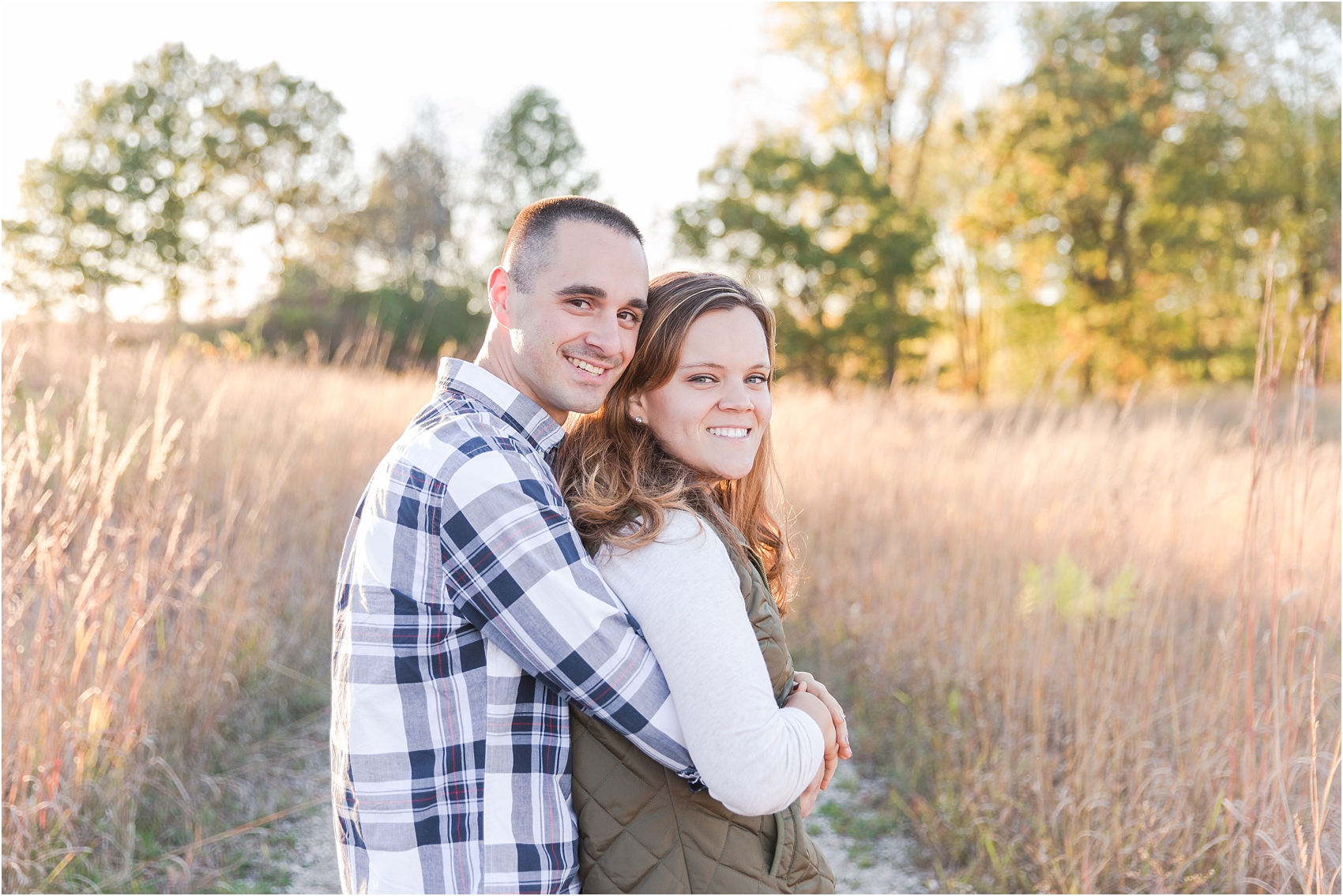 romantic-fall-engagement-photos-at-indian-springs-metropark-in-clarkston-mi-by-courtney-carolyn-photography_0003.jpg