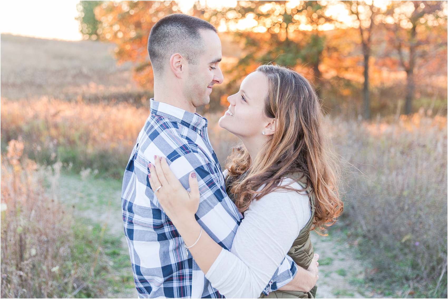 romantic-fall-engagement-photos-at-indian-springs-metropark-in-clarkston-mi-by-courtney-carolyn-photography_0011.jpg