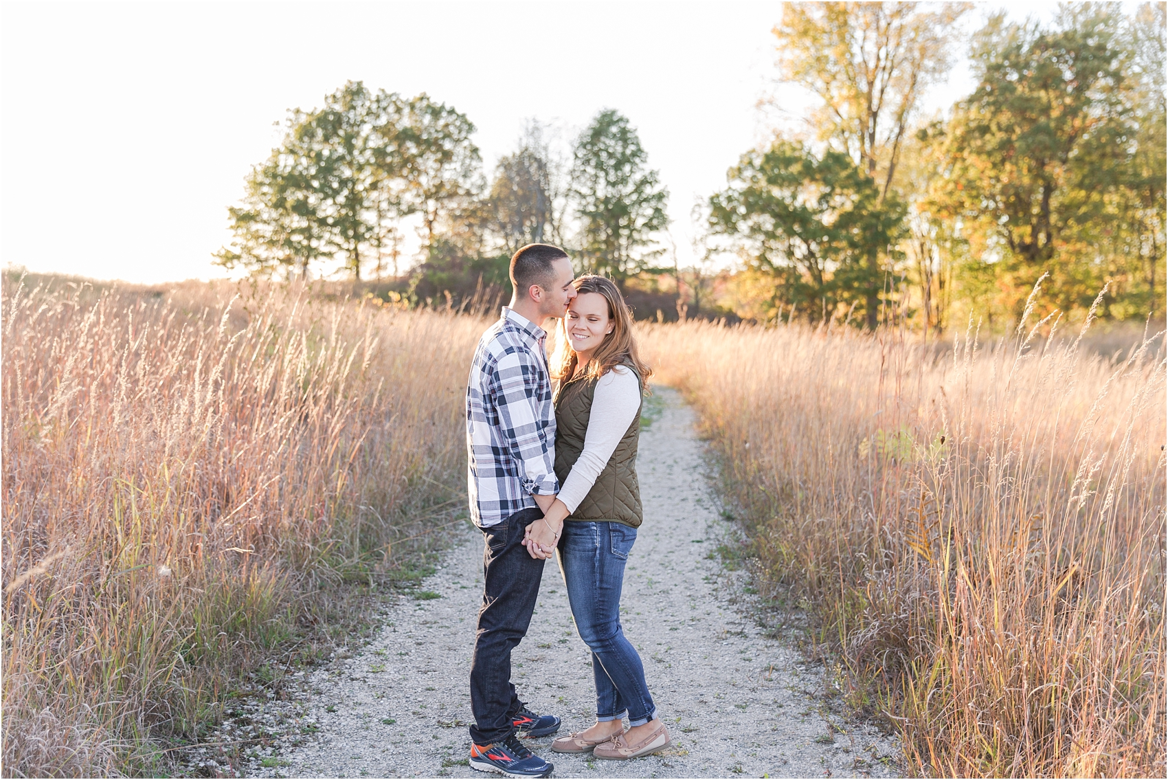 romantic-fall-engagement-photos-at-indian-springs-metropark-in-clarkston-mi-by-courtney-carolyn-photography_0015.jpg