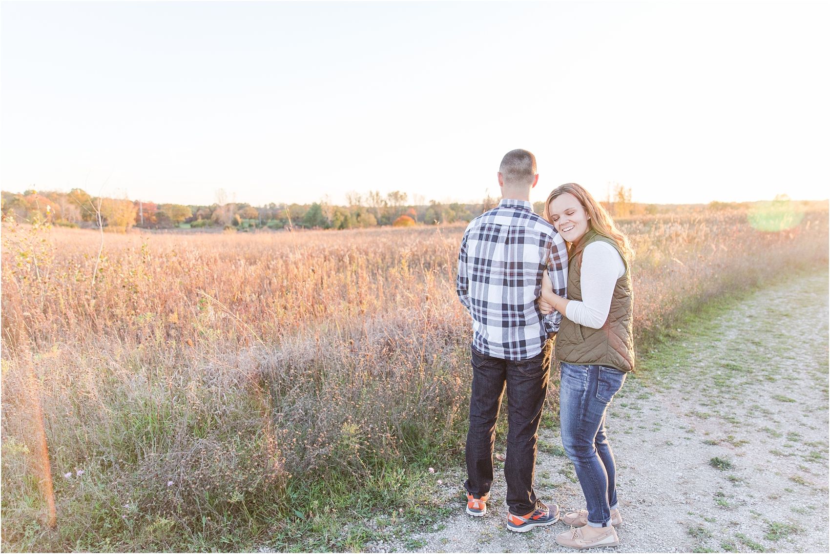 romantic-fall-engagement-photos-at-indian-springs-metropark-in-clarkston-mi-by-courtney-carolyn-photography_0023.jpg