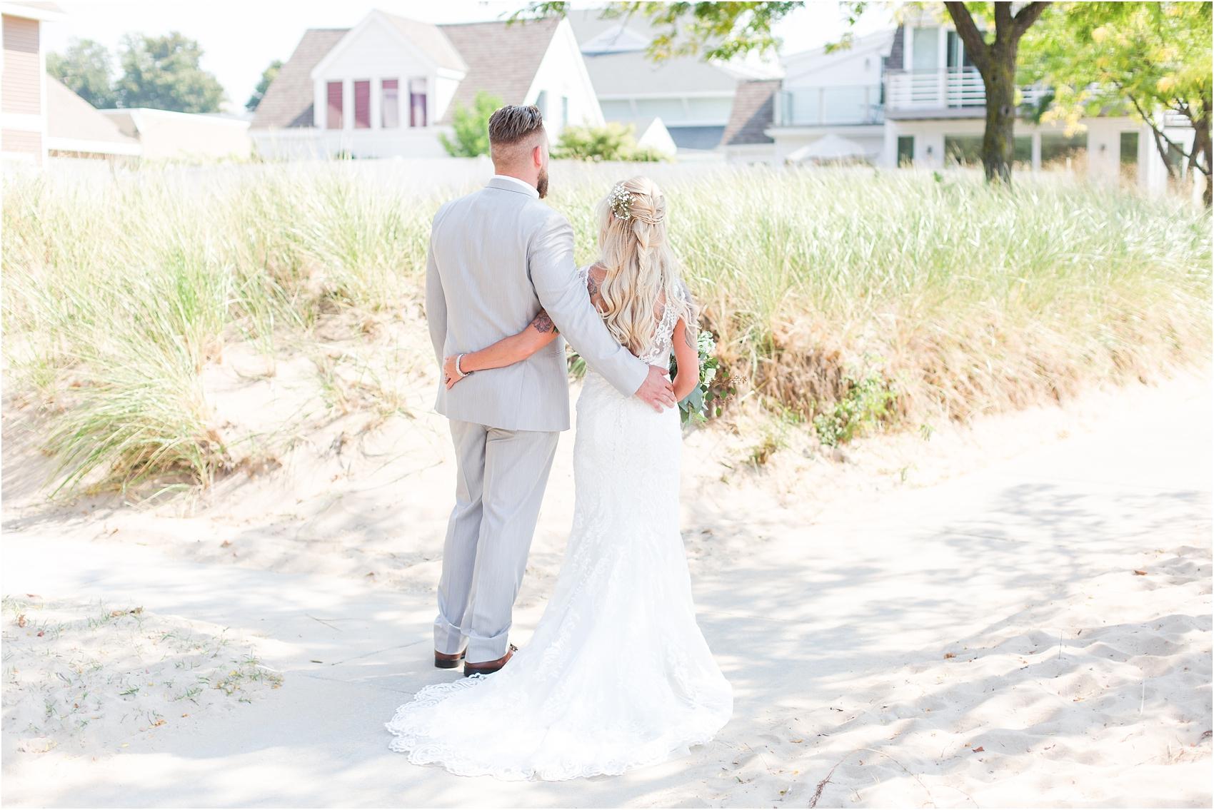 fun-whimsical-beach-wedding-photos-in-st-joseph-michigan-by-courtney-carolyn-photography_0042.jpg
