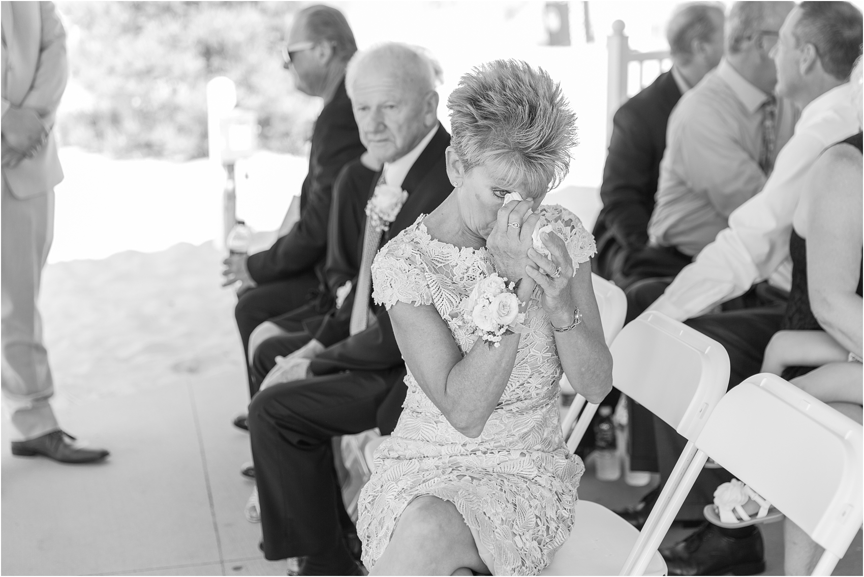 fun-whimsical-beach-wedding-photos-in-st-joseph-michigan-by-courtney-carolyn-photography_0060.jpg