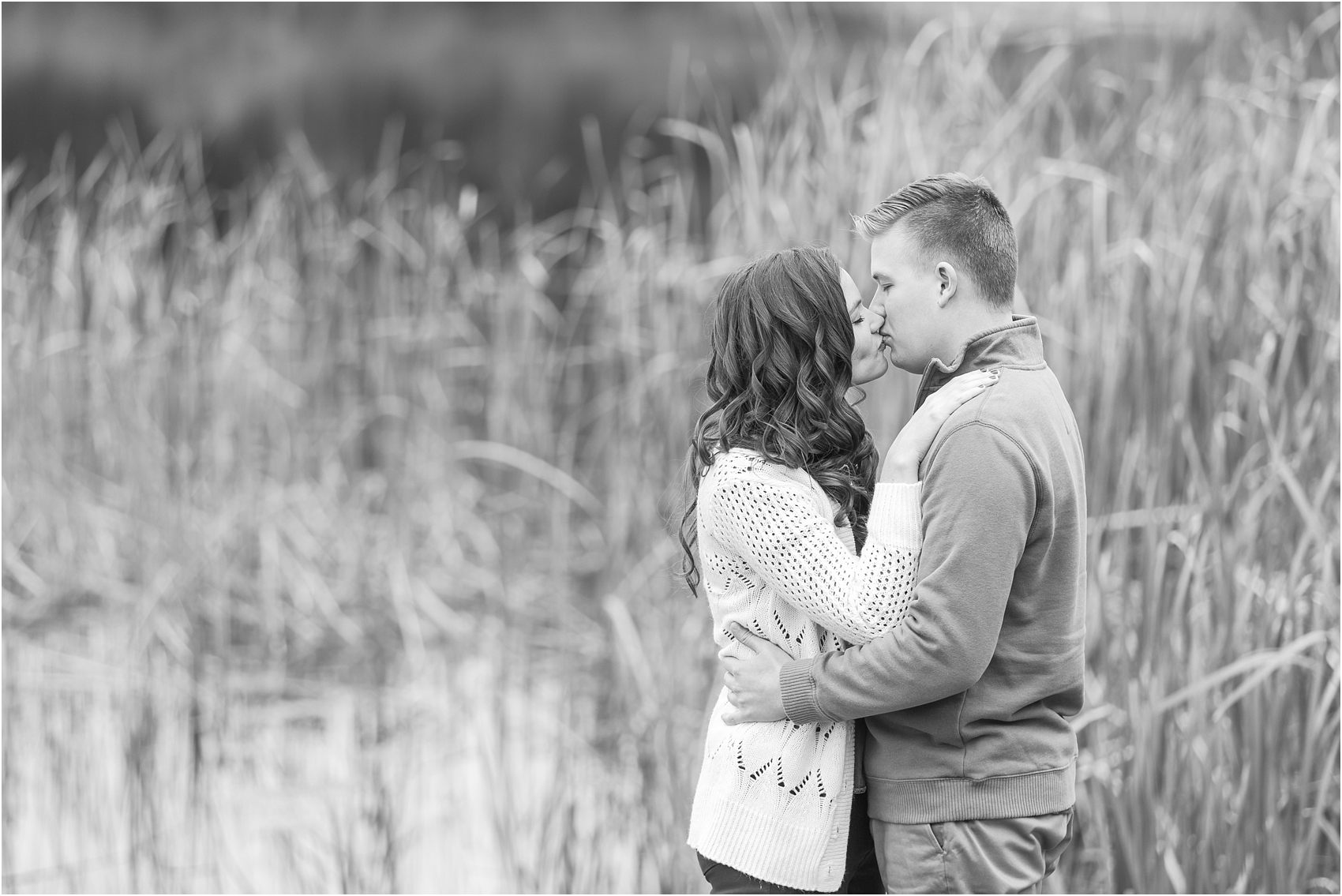 colorful-fall-engagement-photos-at-the-lake-at-huron-meadows-metropark-in-brighton-michigan-by-courtney-carolyn-photography_0013.jpg