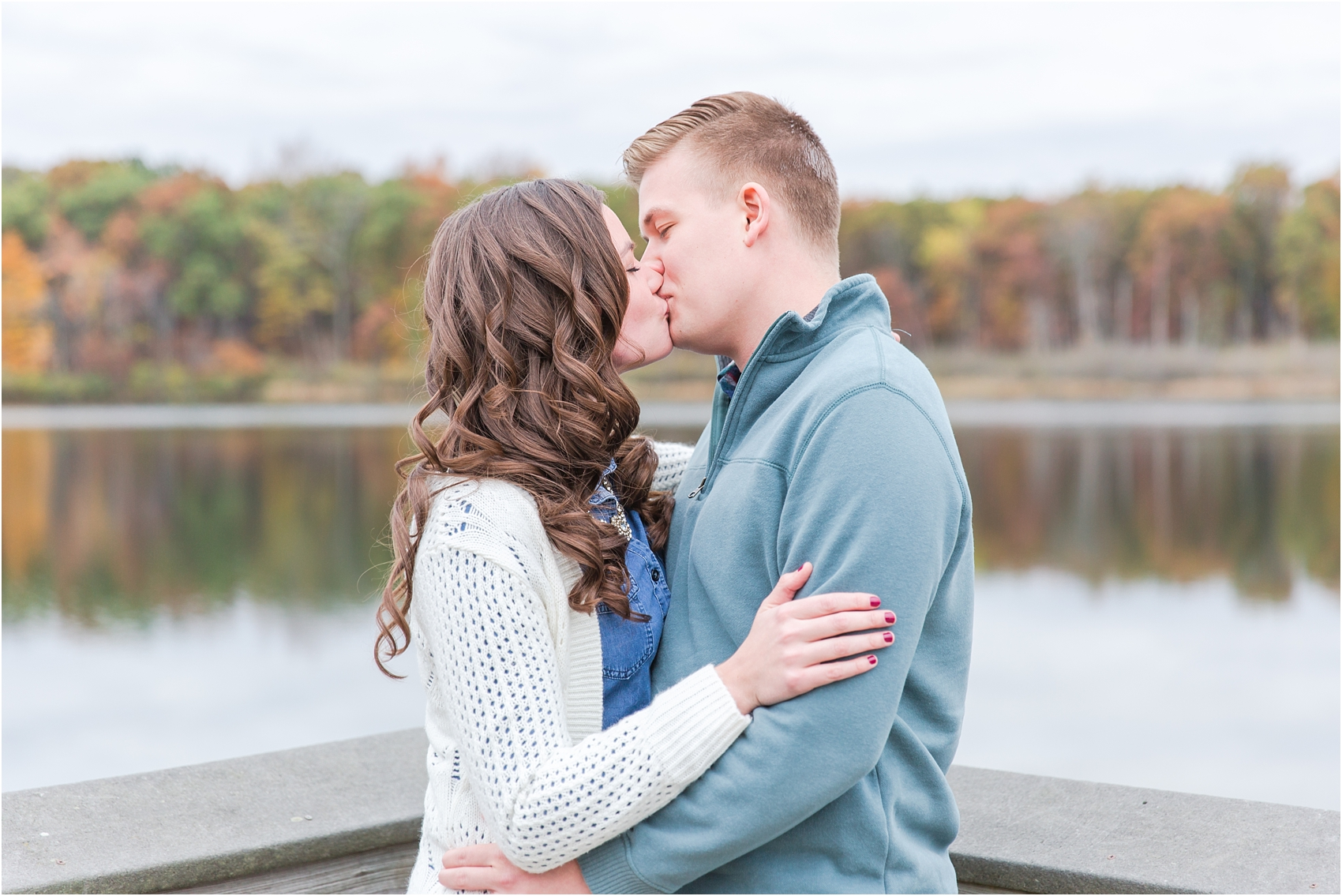 colorful-fall-engagement-photos-at-the-lake-at-huron-meadows-metropark-in-brighton-michigan-by-courtney-carolyn-photography_0033.jpg