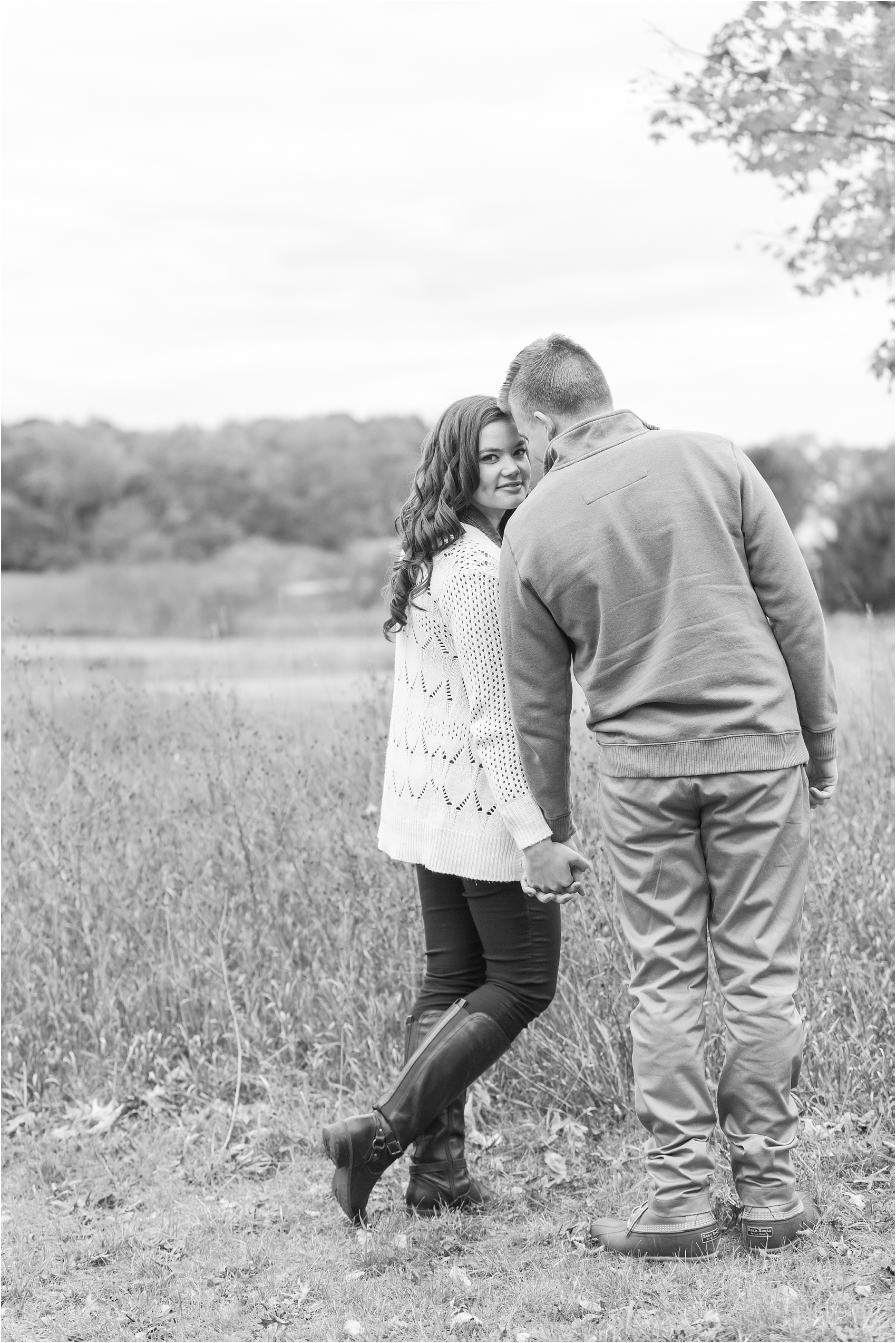 colorful-fall-engagement-photos-at-the-lake-at-huron-meadows-metropark-in-brighton-michigan-by-courtney-carolyn-photography_0034.jpg