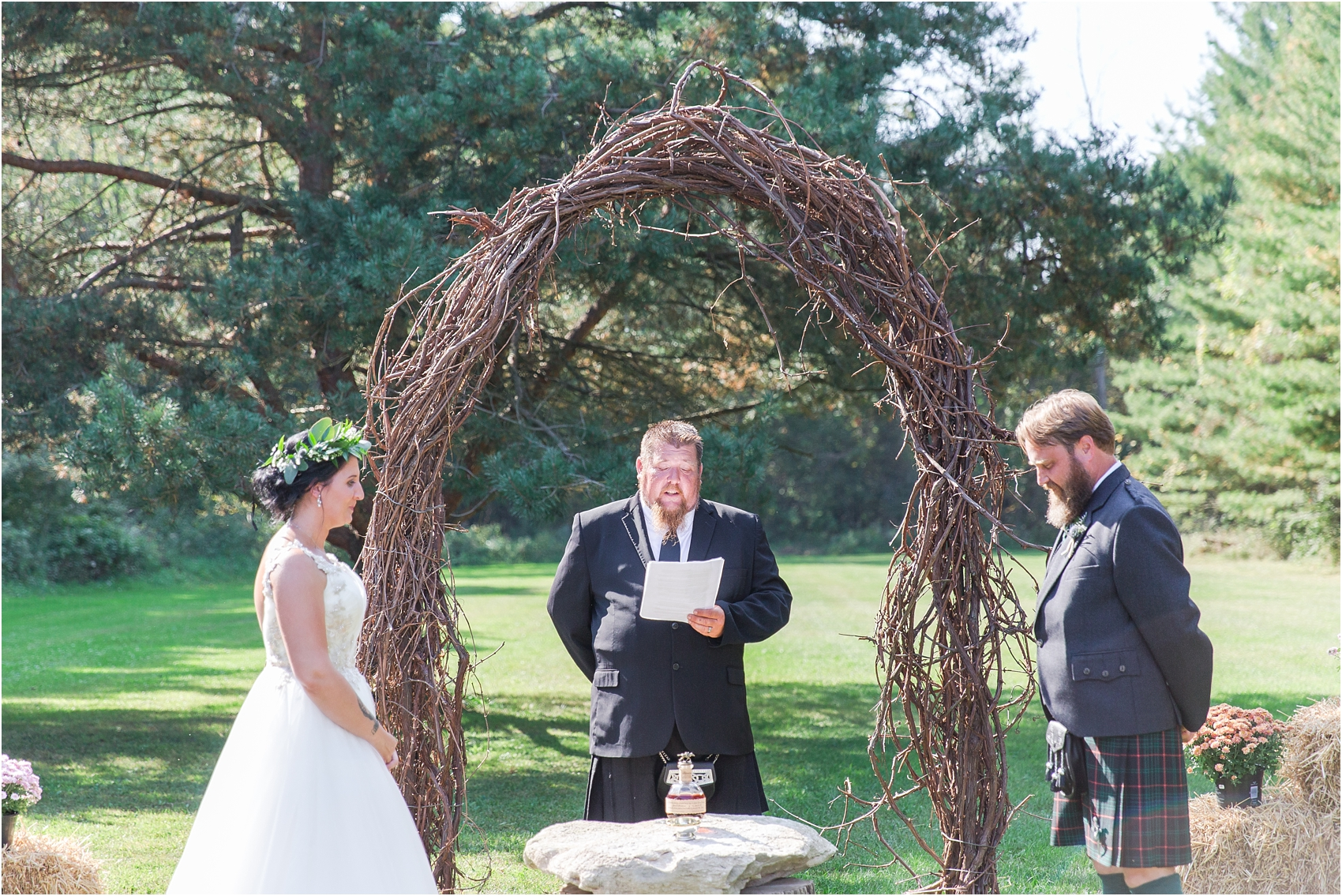 scottish-inspired-wedding-photos-in-the-country-in-port-sanilac-michigan-by-courtney-carolyn-photography_0020.jpg