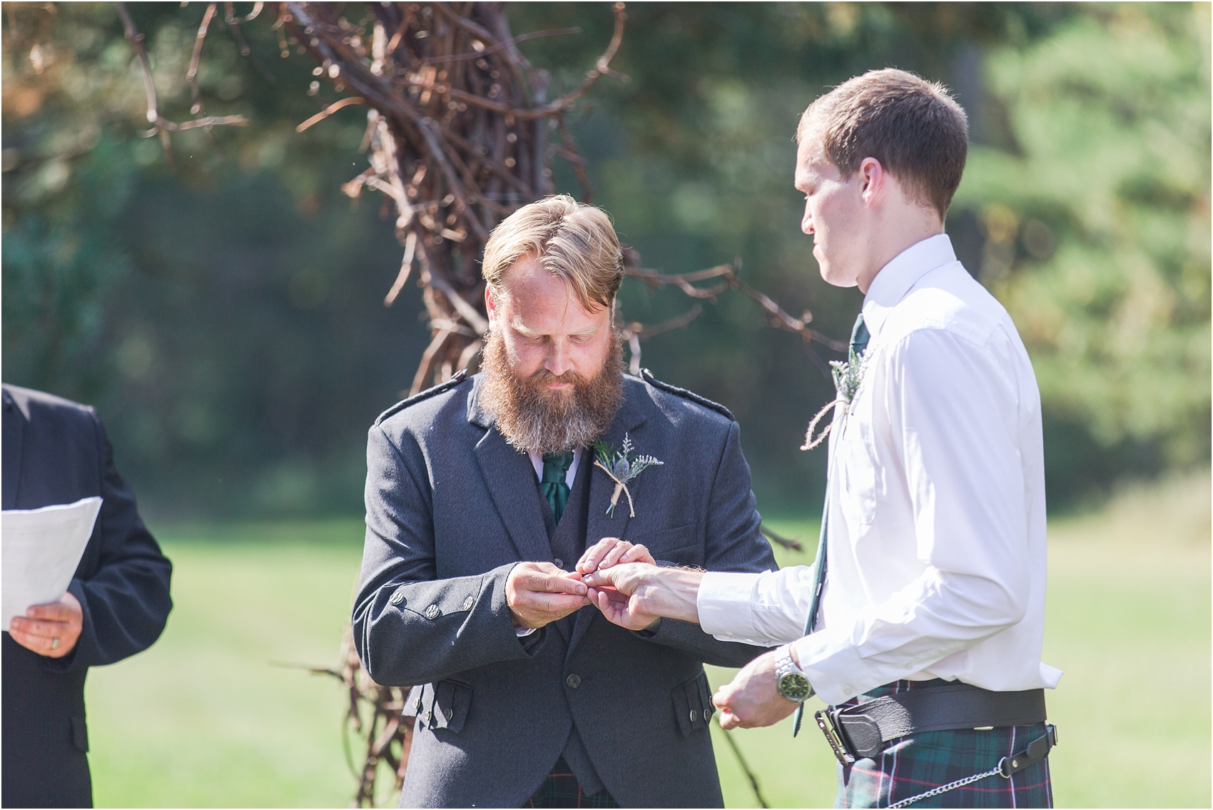 scottish-inspired-wedding-photos-in-the-country-in-port-sanilac-michigan-by-courtney-carolyn-photography_0023.jpg