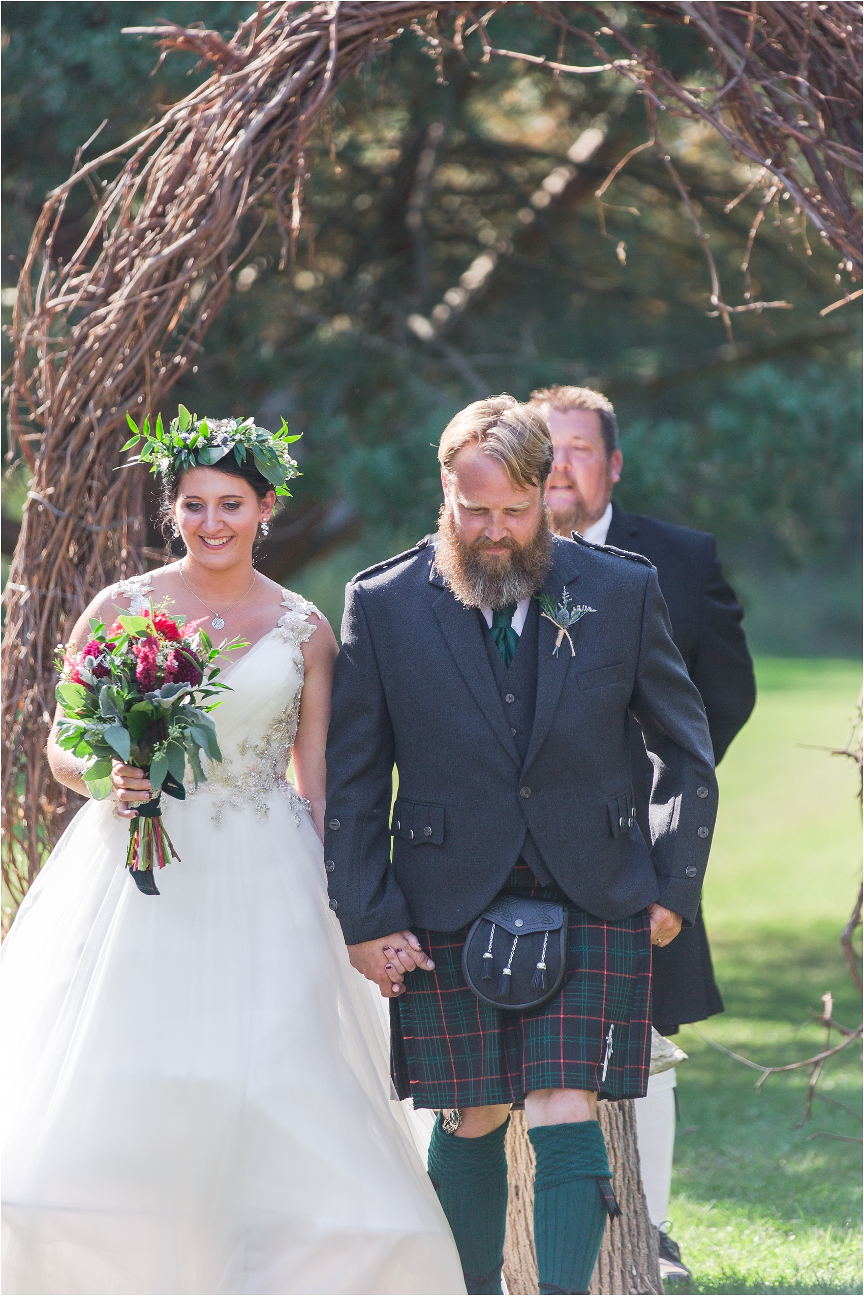 scottish-inspired-wedding-photos-in-the-country-in-port-sanilac-michigan-by-courtney-carolyn-photography_0032.jpg