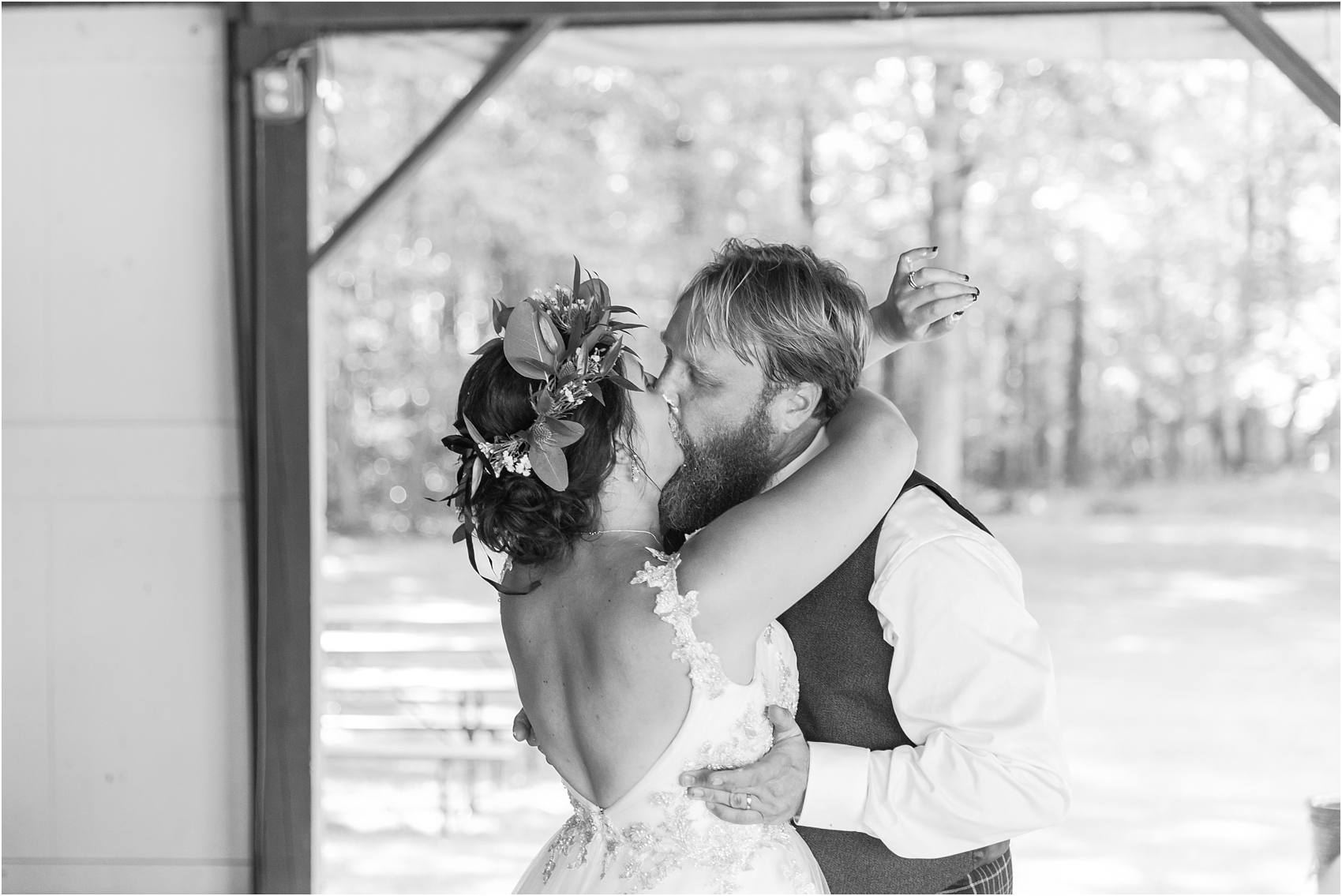 scottish-inspired-wedding-photos-in-the-country-in-port-sanilac-michigan-by-courtney-carolyn-photography_0045.jpg