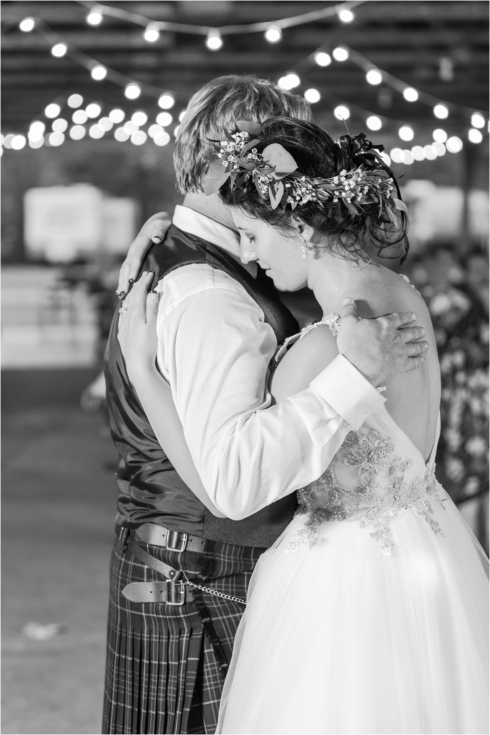 scottish-inspired-wedding-photos-in-the-country-in-port-sanilac-michigan-by-courtney-carolyn-photography_0053.jpg