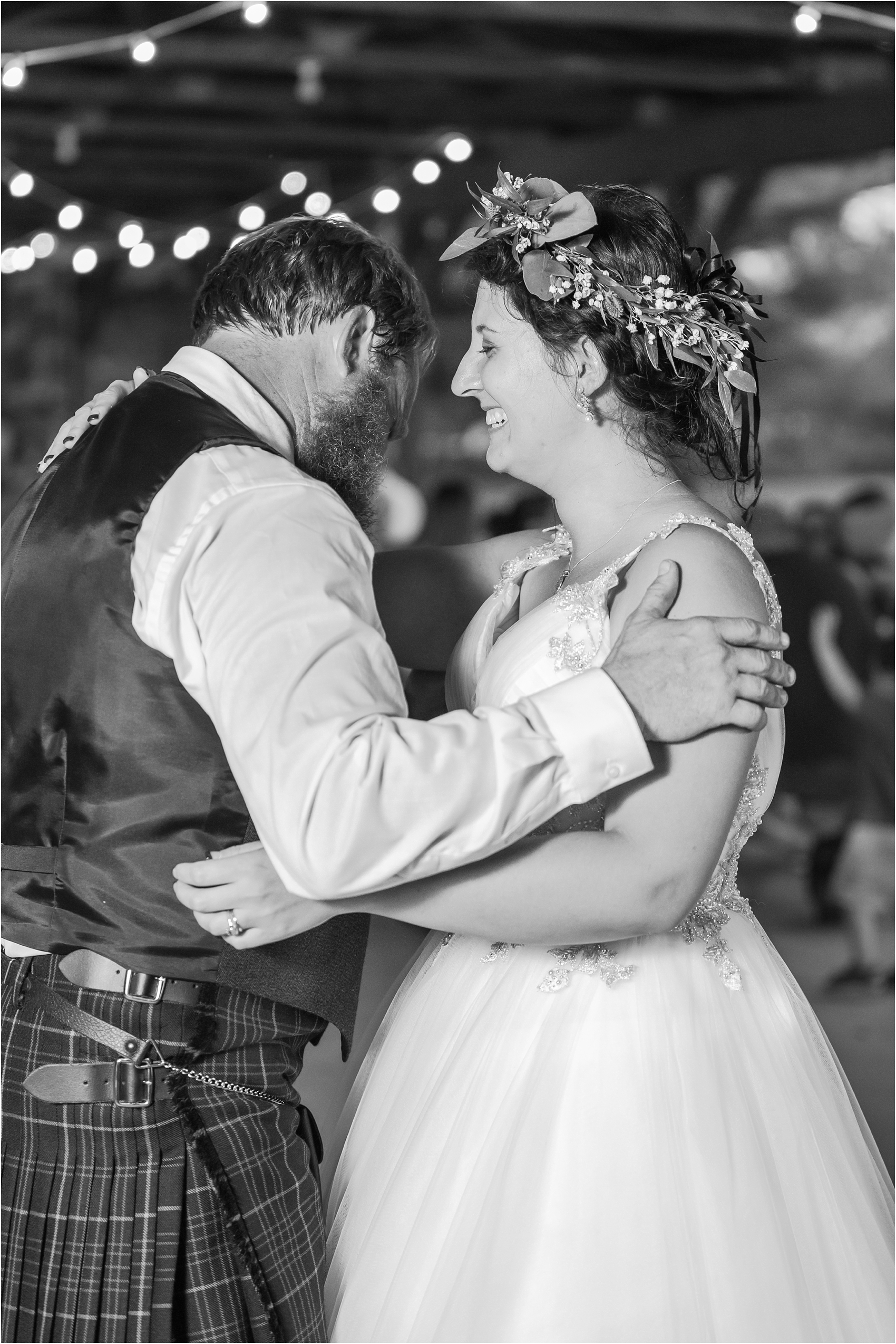 scottish-inspired-wedding-photos-in-the-country-in-port-sanilac-michigan-by-courtney-carolyn-photography_0064.jpg