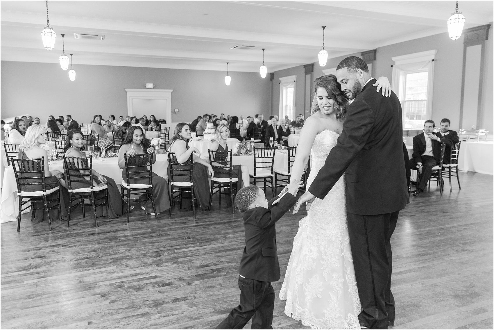 elegant-and-romantic-fall-wedding-photos-at-st-marys-catholic-church-in-monroe-michigan-by-courtney-carolyn-photography_0069.jpg