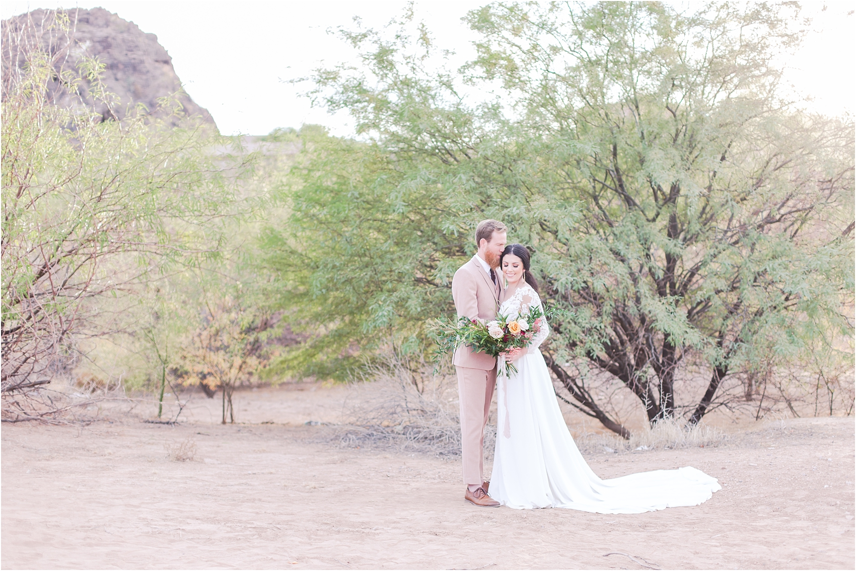 intimate-and-romantic-desert-wedding-photos-at-phoenix-marriott-tempe-at-the-buttes-in-tempe-arizona-by-courtney-carolyn-photography_0003.jpg