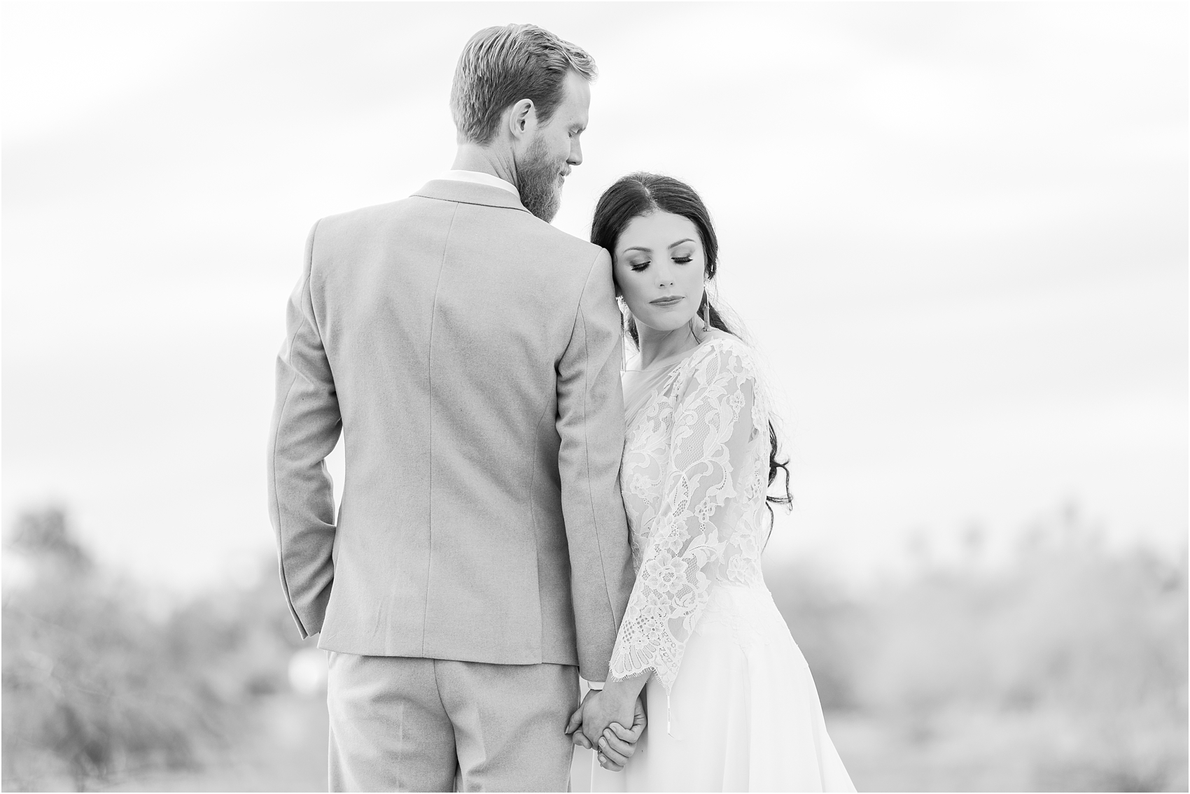 intimate-and-romantic-desert-wedding-photos-at-phoenix-marriott-tempe-at-the-buttes-in-tempe-arizona-by-courtney-carolyn-photography_0019.jpg