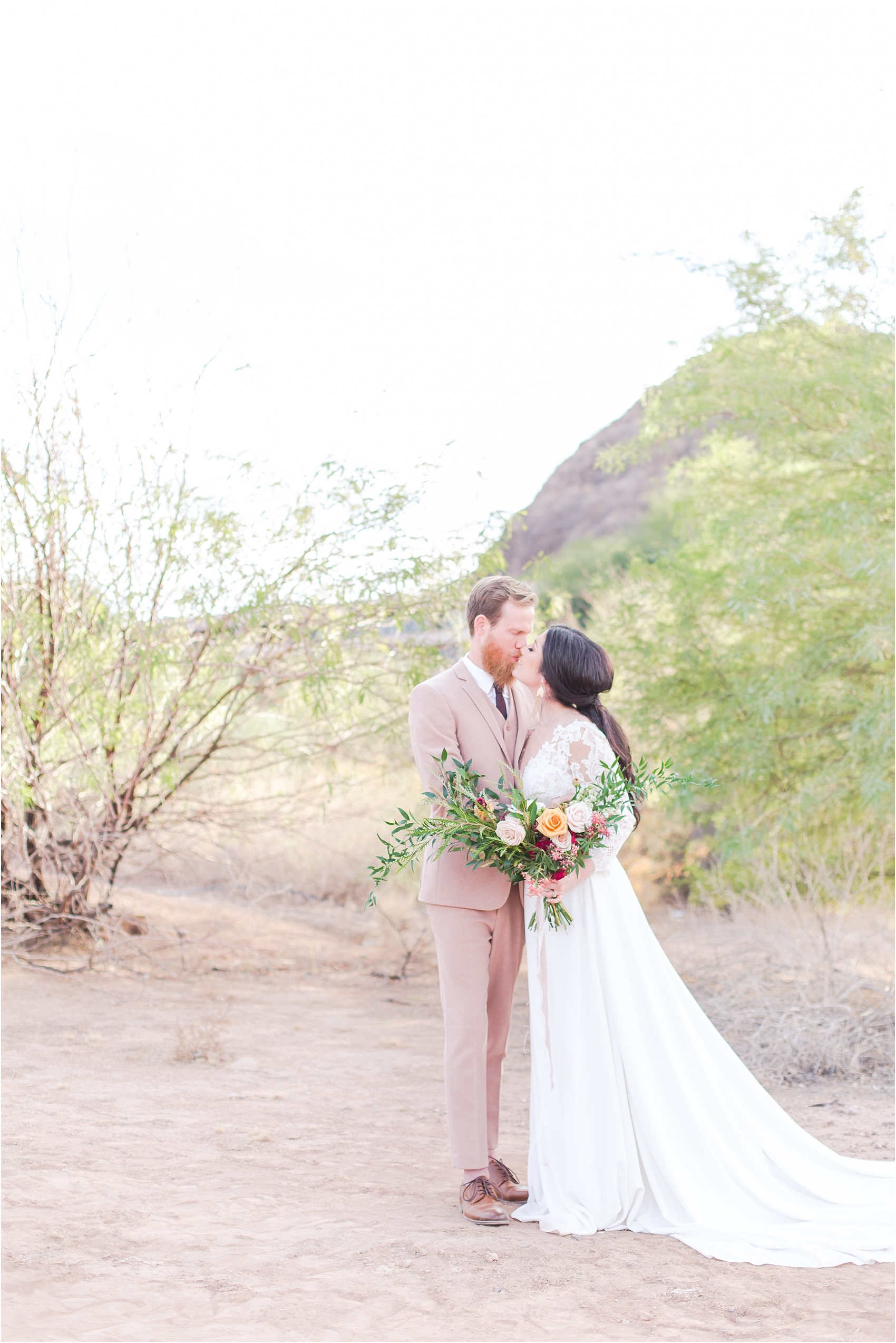 intimate-and-romantic-desert-wedding-photos-at-phoenix-marriott-tempe-at-the-buttes-in-tempe-arizona-by-courtney-carolyn-photography_0037.jpg