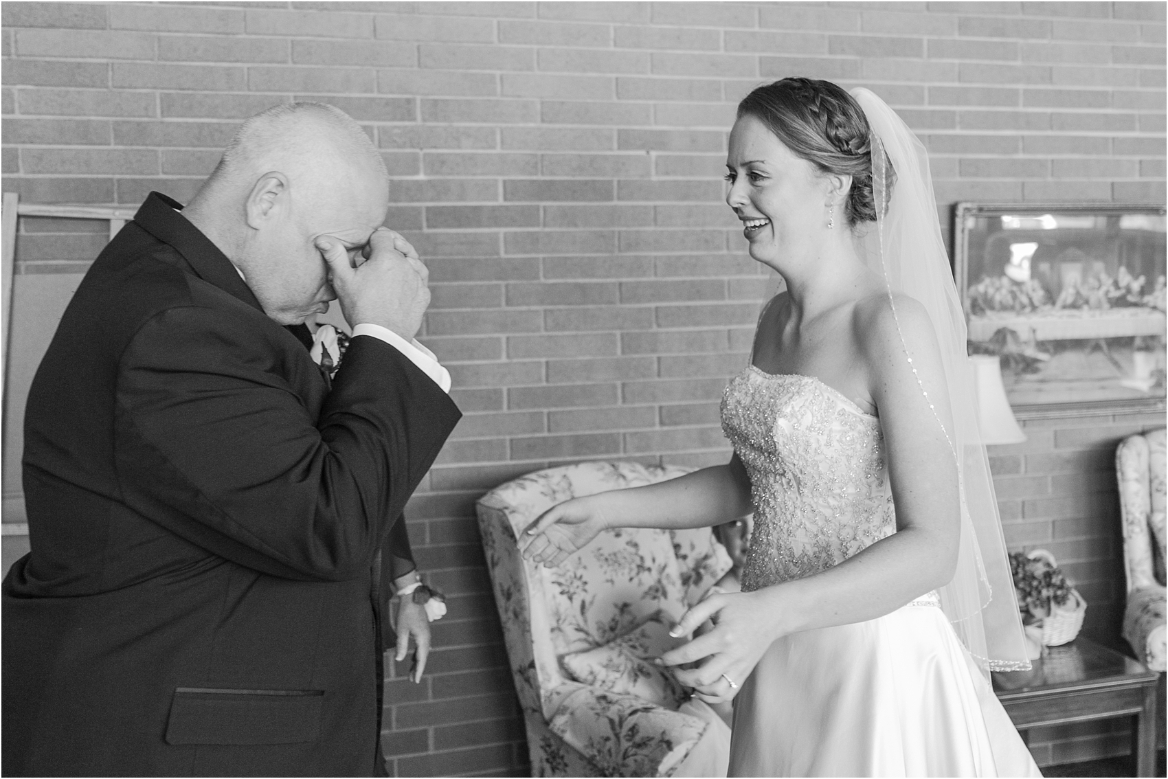 father-and-bride-share-emotional-first-look-on-wedding-day-photos-in-detroit-michigan-by-courtney-carolyn-photography_0081.jpg