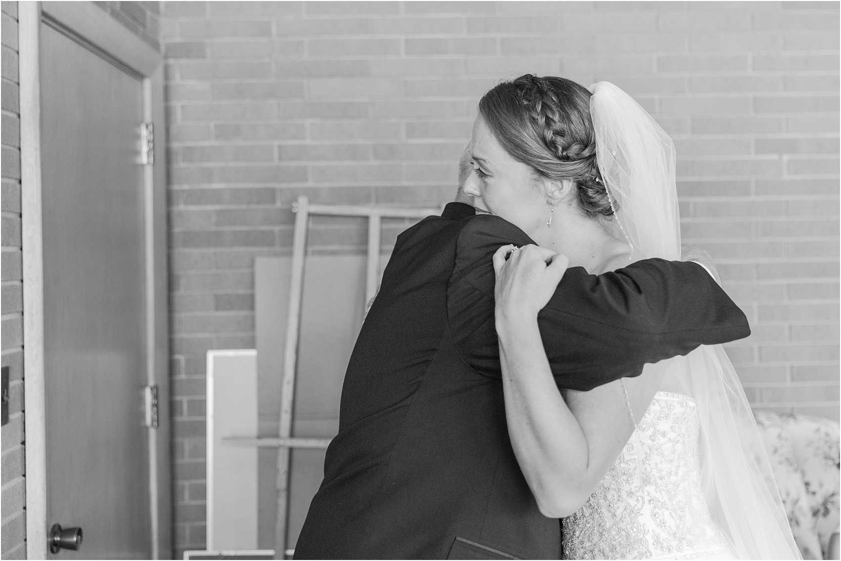 father-and-bride-share-emotional-first-look-on-wedding-day-photos-in-detroit-michigan-by-courtney-carolyn-photography_0029.jpg