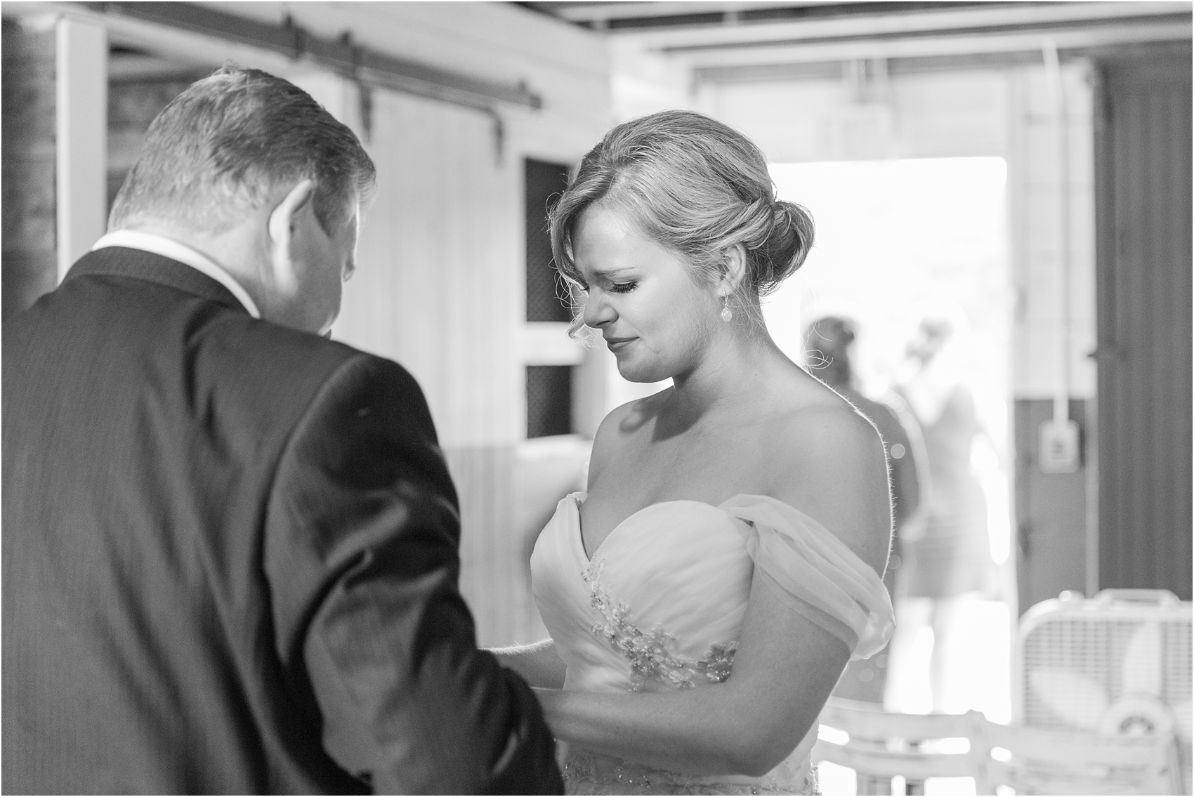 father-and-bride-share-emotional-first-look-on-wedding-day-photos-in-detroit-michigan-by-courtney-carolyn-photography_0044.jpg